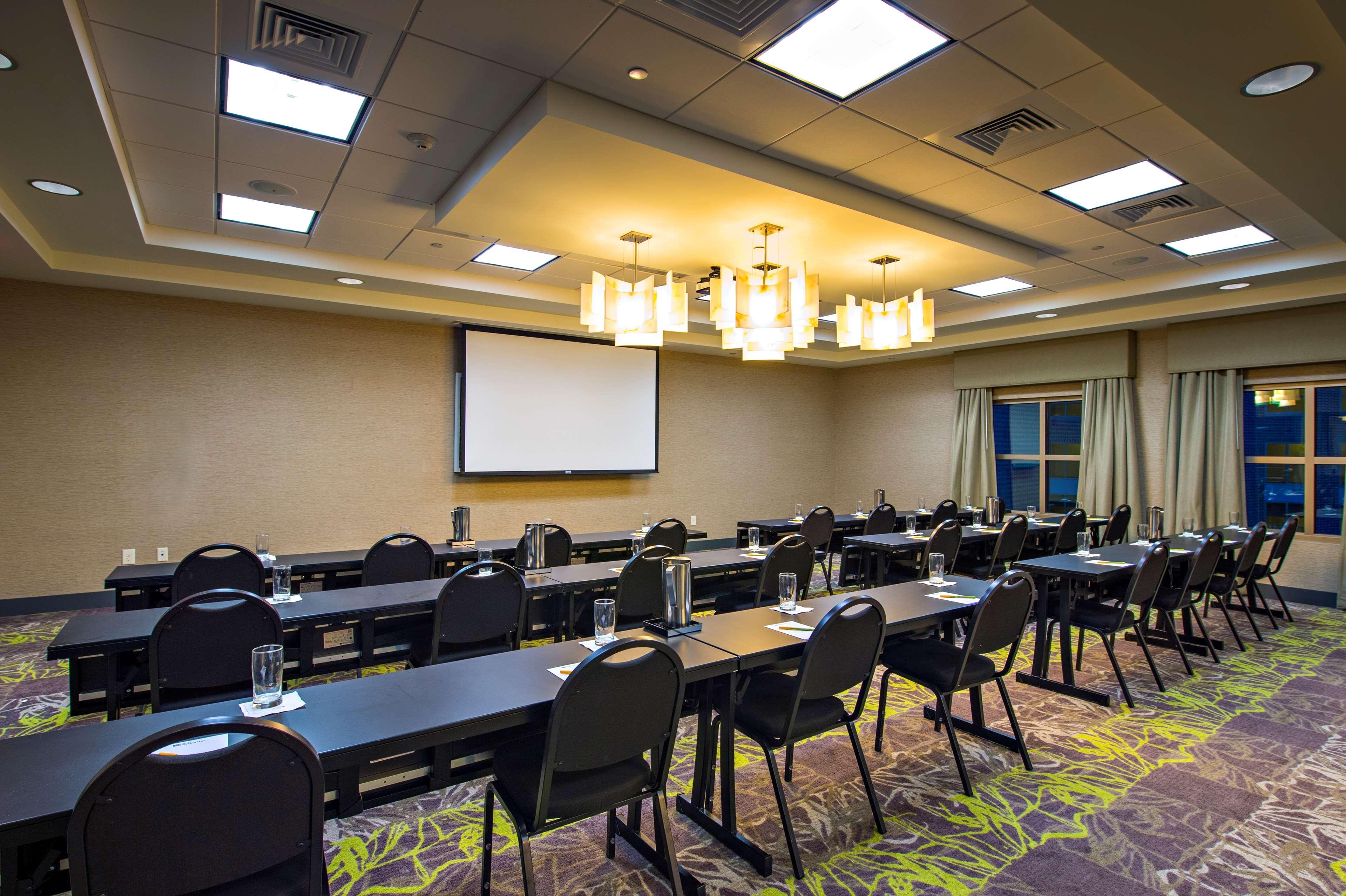 Hilton Garden Inn Charleston Waterfront/Downtown image 36