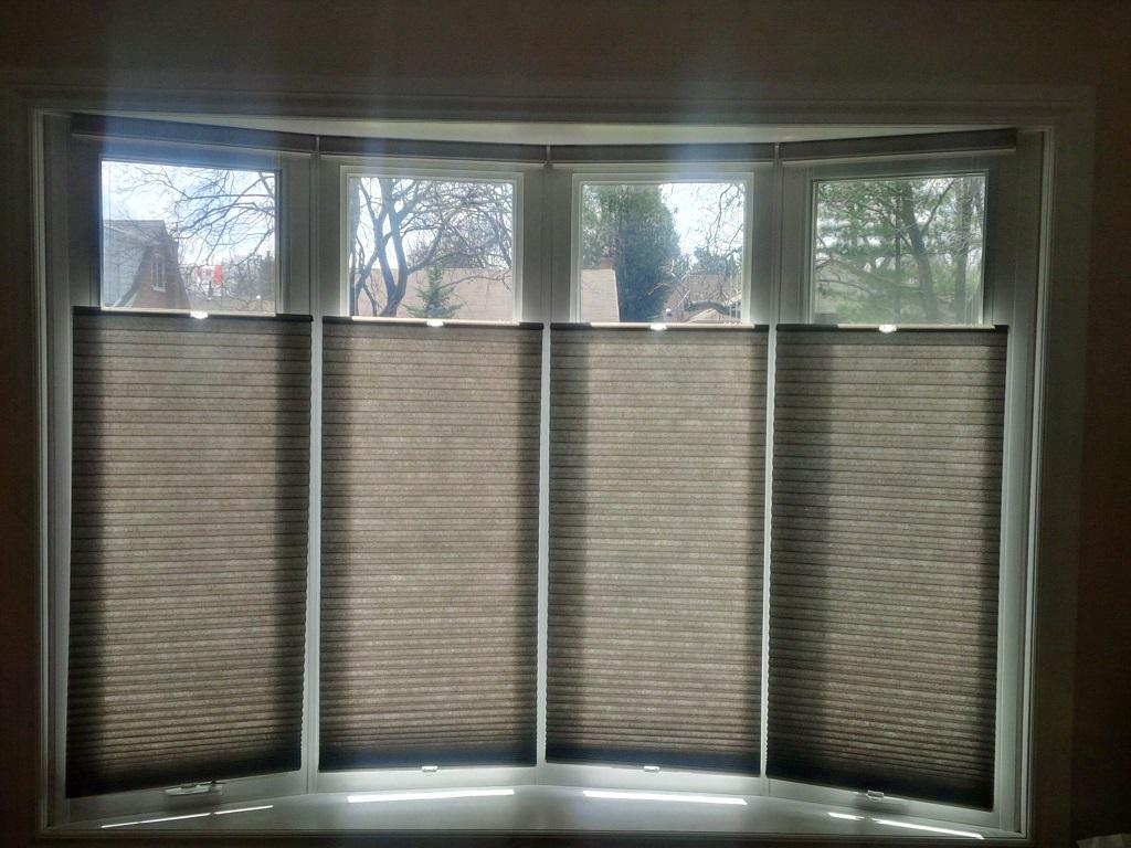 Budget Blinds à Waterloo: Cellular shades are the most popular option when customers want to install shades that follow the contour of a bow window.