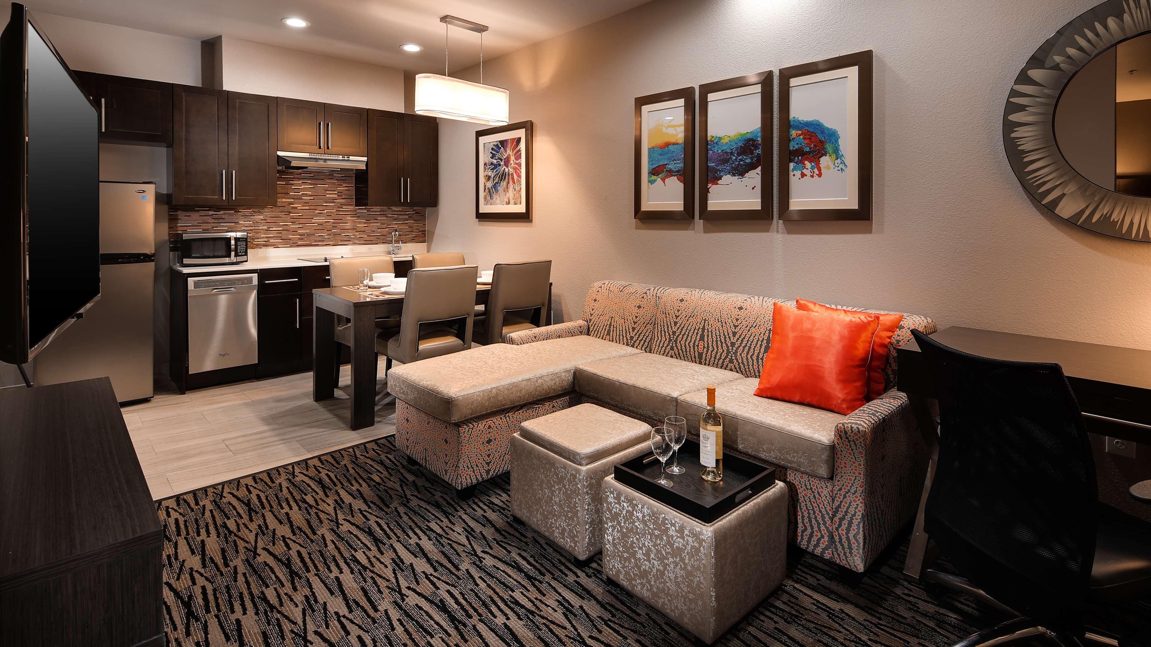 Best Western Plus Executive Residency Baytown image 34