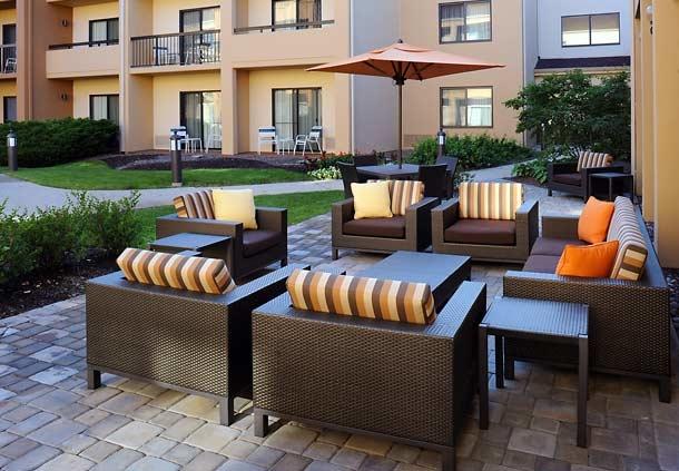 Courtyard by Marriott Chicago Waukegan/Gurnee image 2