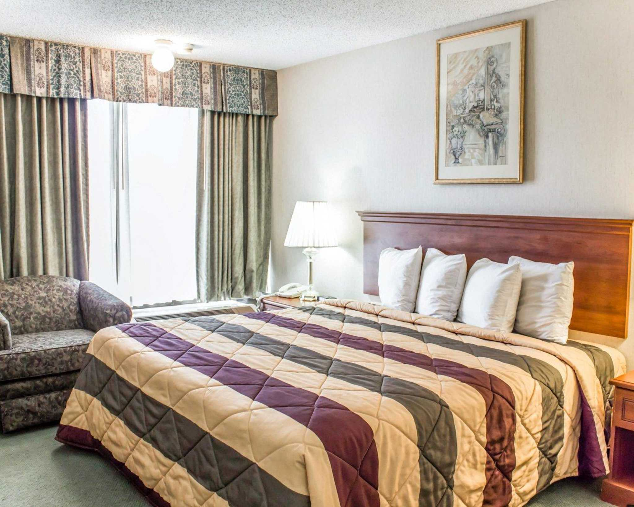 Econo Lodge & Suites image 26