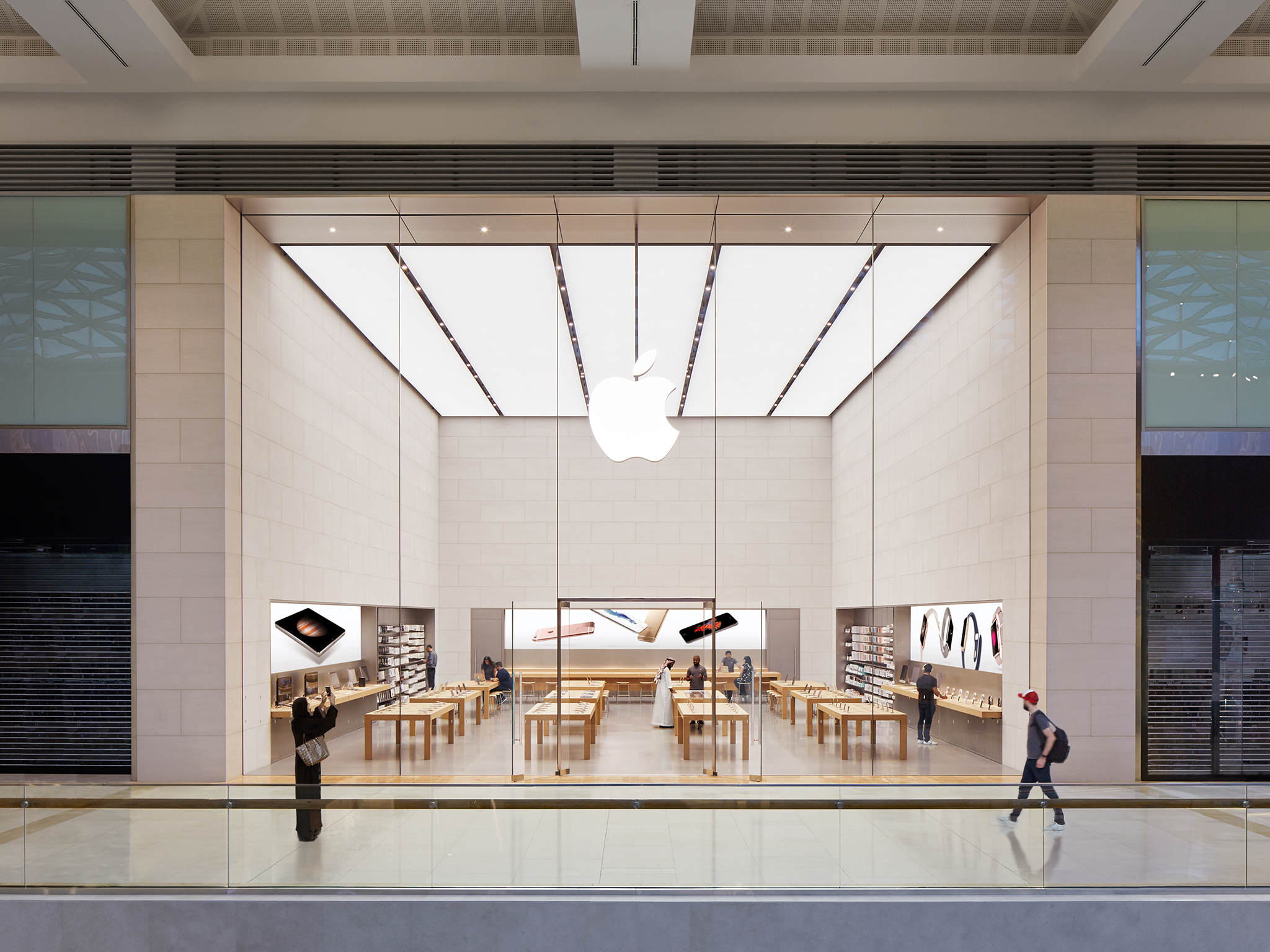 apple yas mall. Black Bedroom Furniture Sets. Home Design Ideas