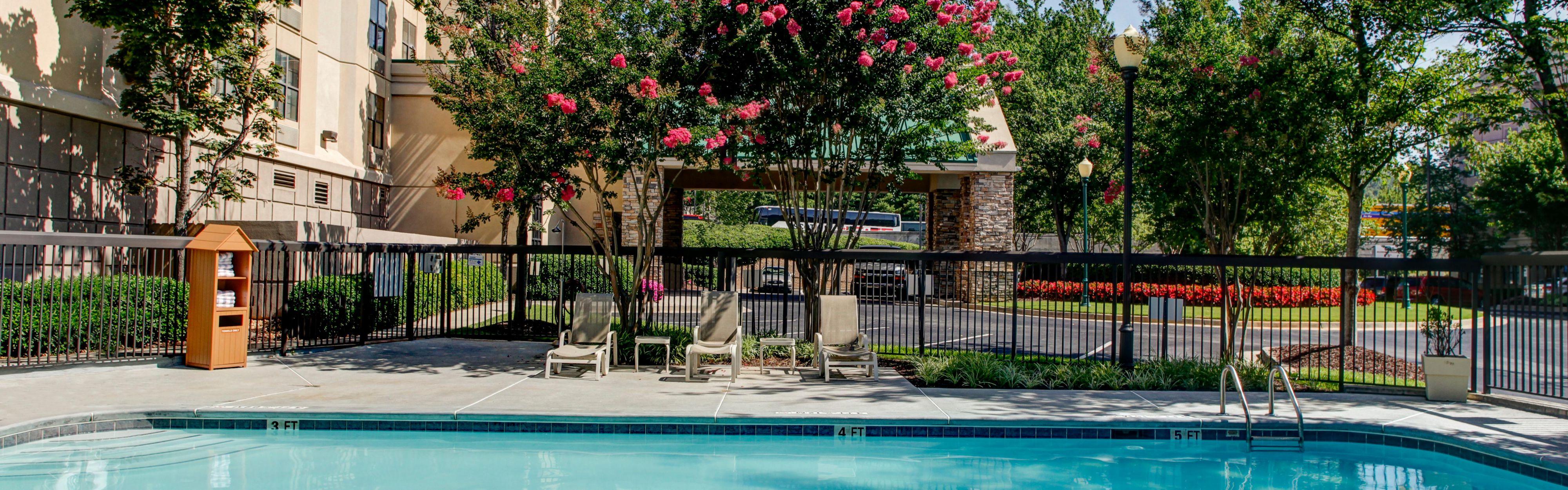 Holiday Inn Express & Suites Atlanta Buckhead image 2