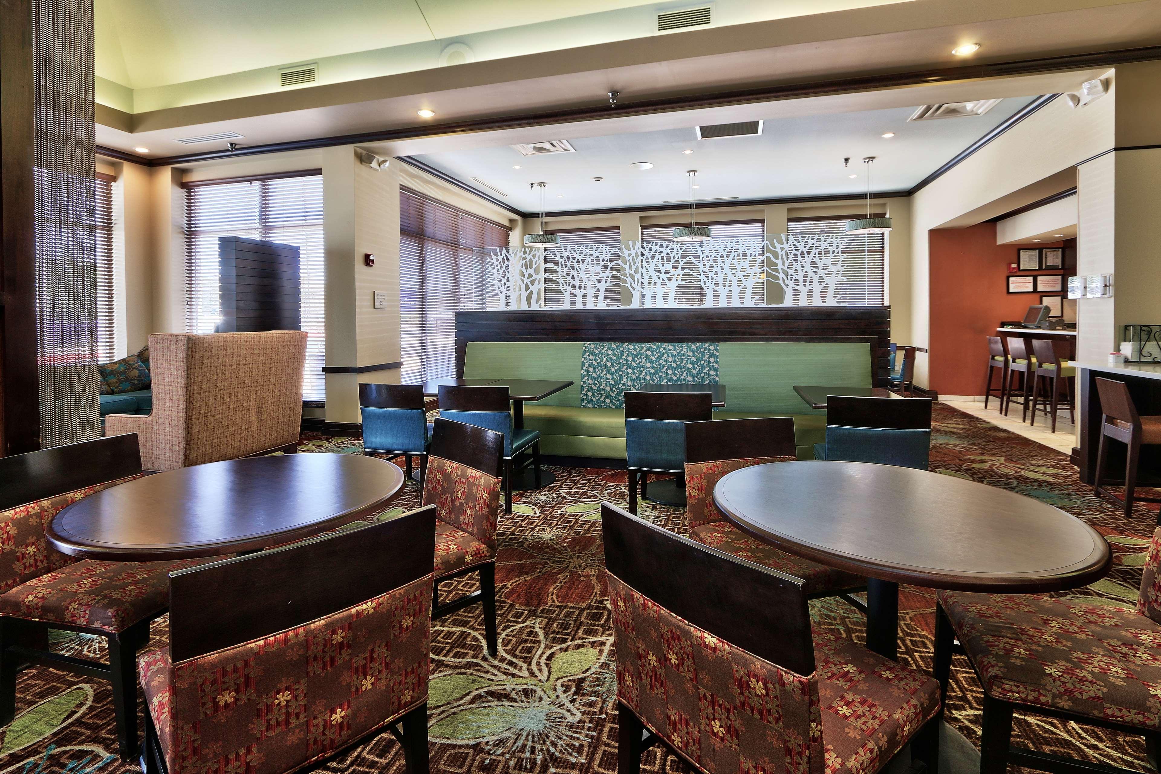 Hilton Garden Inn Albuquerque/Journal Center image 10