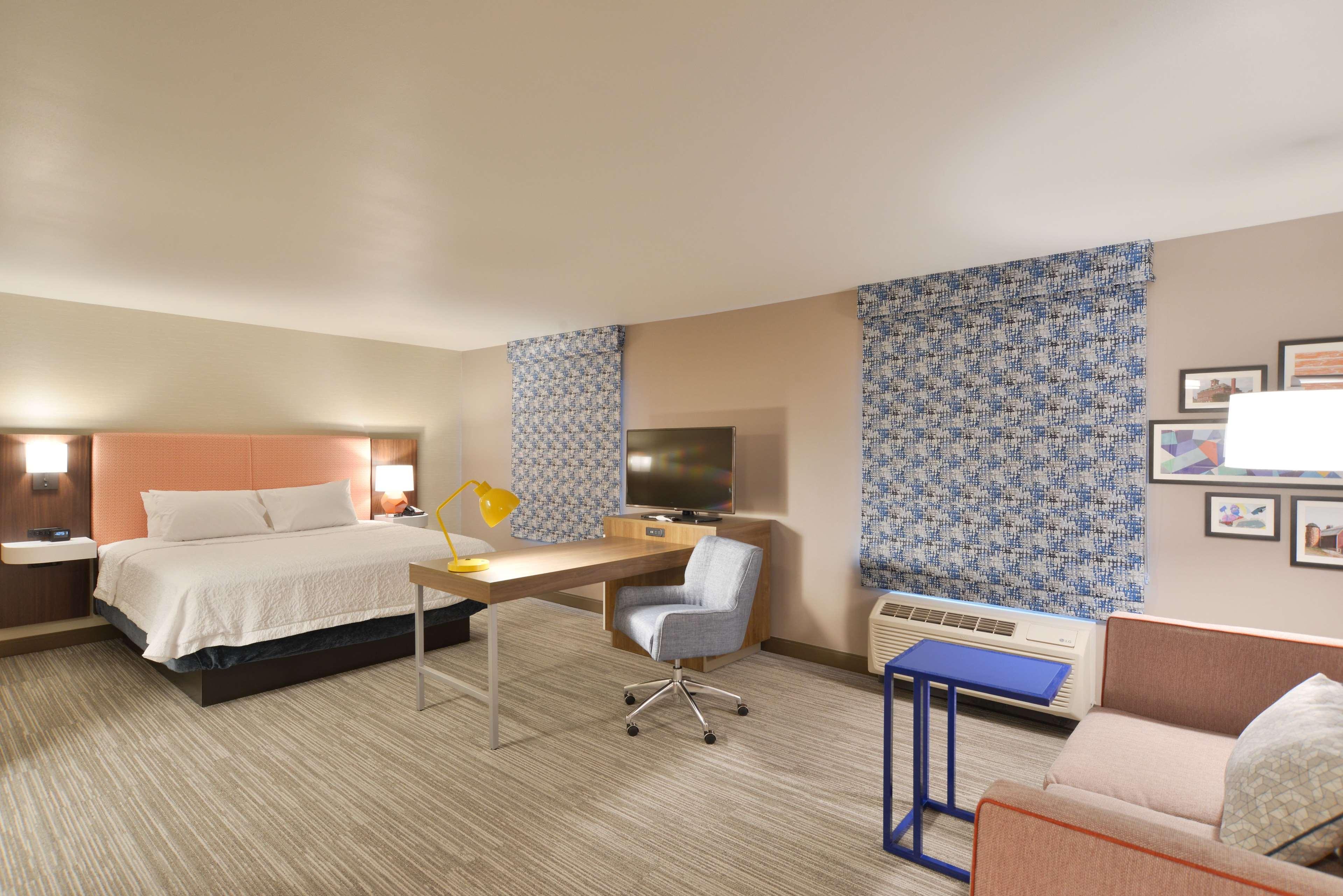 Hampton Inn & Suites Menomonie-UW Stout image 6