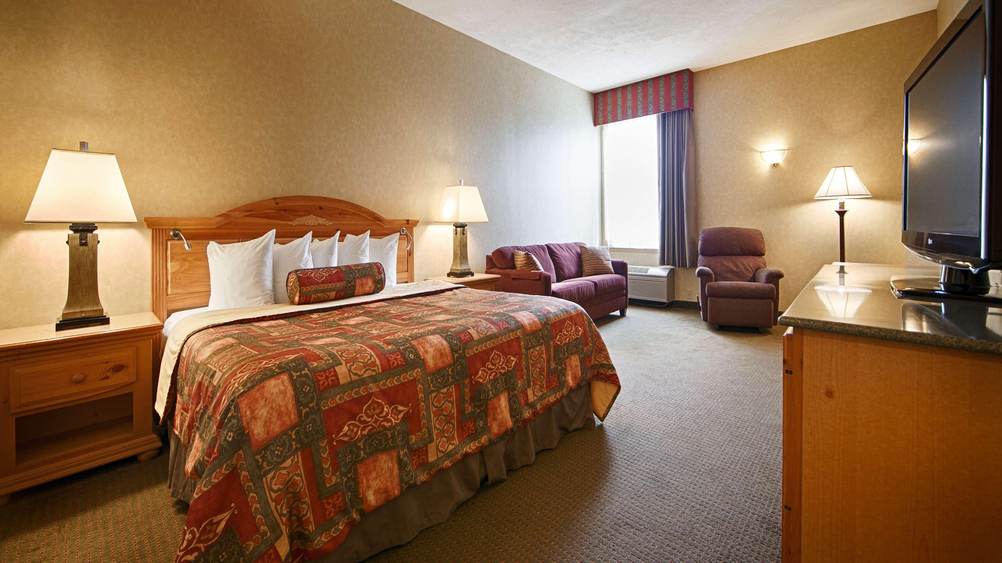 Best Western Plus Revere Inn & Suites image 9
