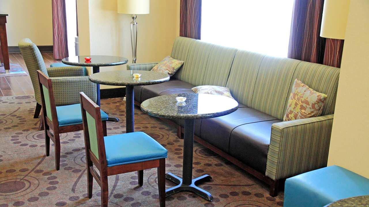 Hampton Inn & Suites Shreveport/Bossier City at Airline Drive image 1
