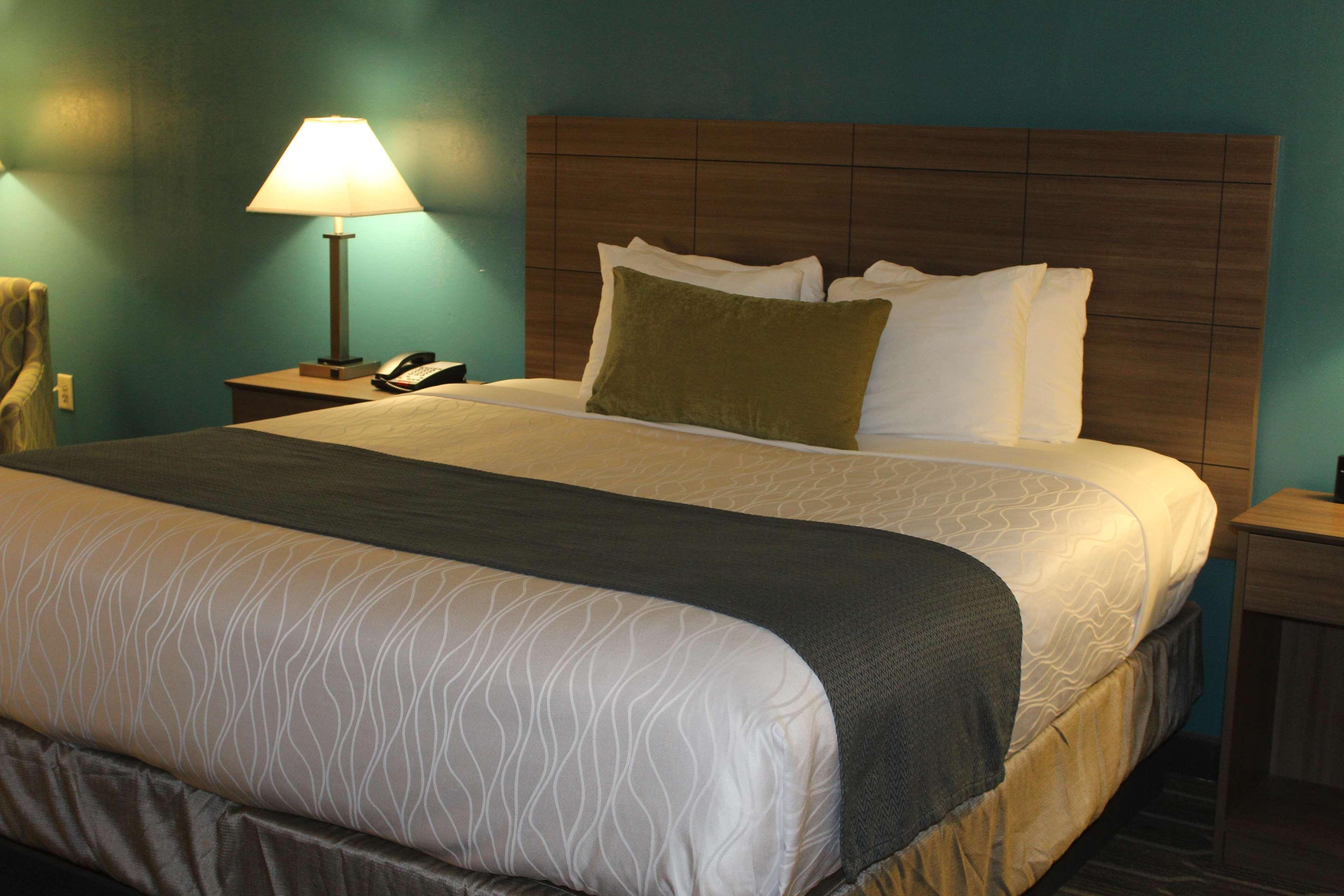 Best Western Plus Yadkin Valley Inn & Suites image 18