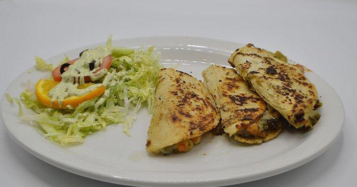El Pelicano Restaurant & Lounge image 3