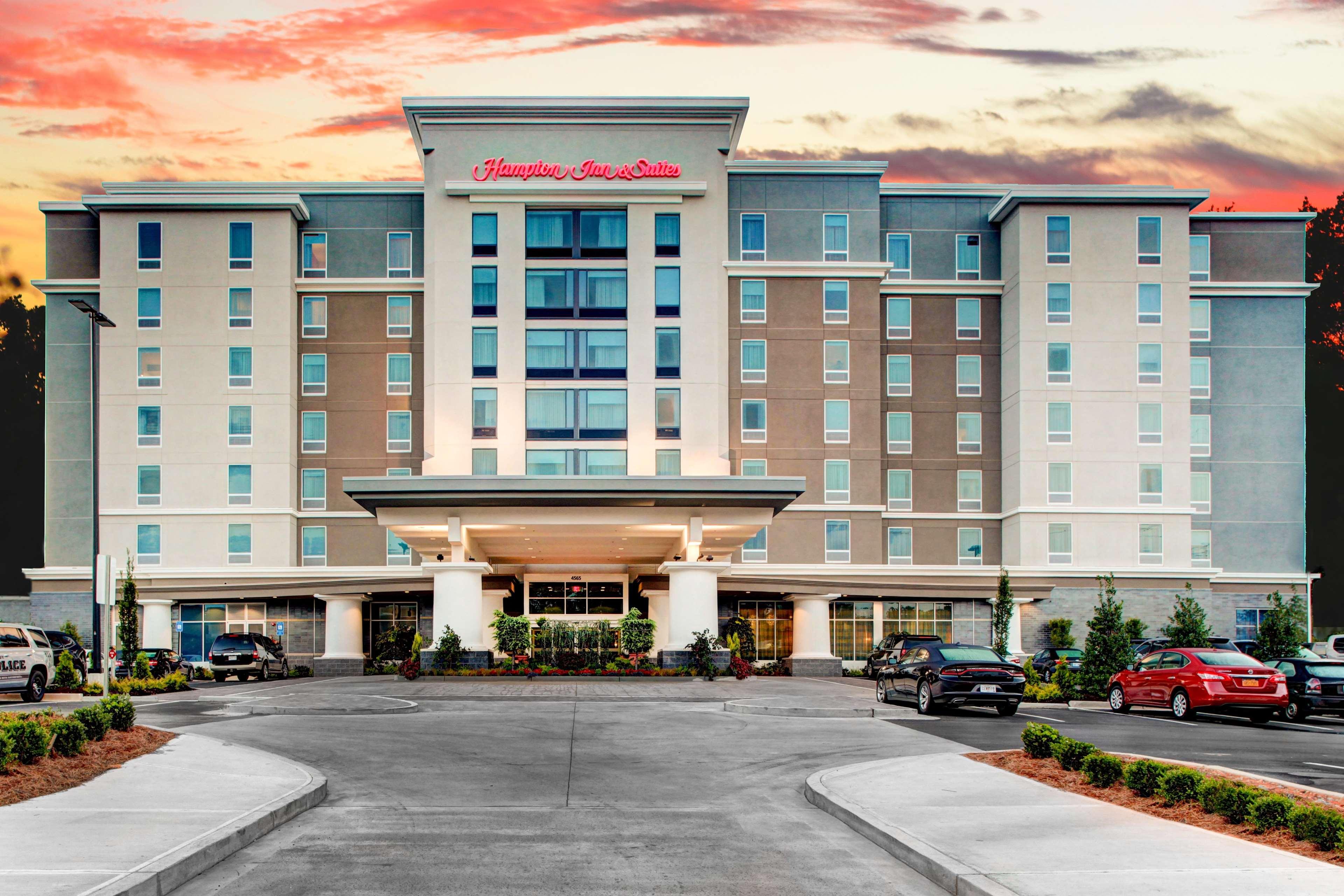 Hampton Inn & Suites by Hilton Atlanta Perimeter Dunwoody image 1