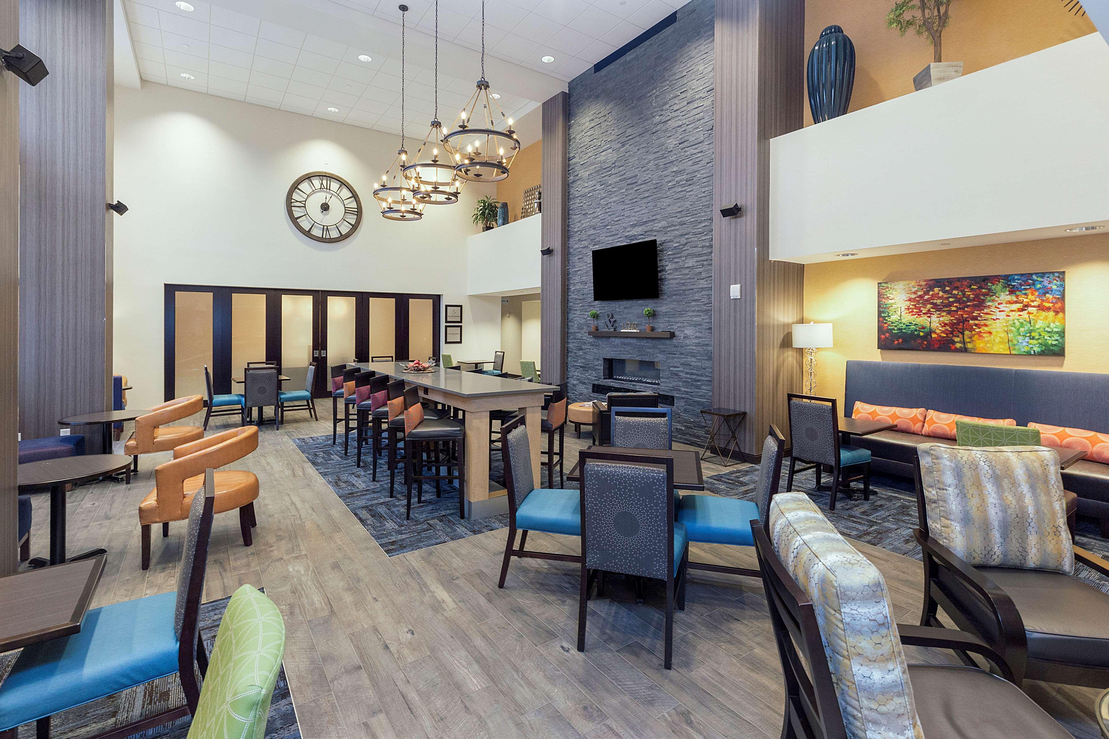 Hampton Inn & Suites Morgantown / University Town Centre image 3