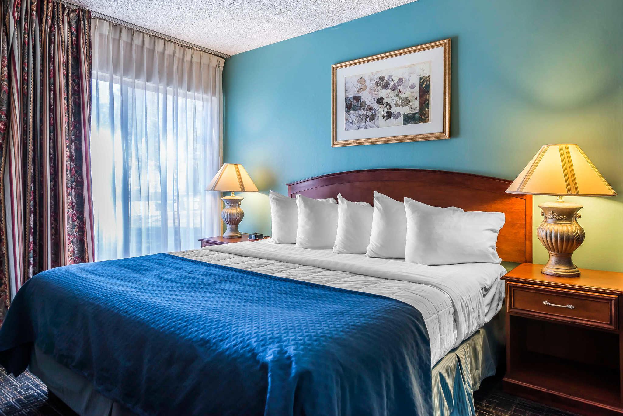 Quality Suites Central