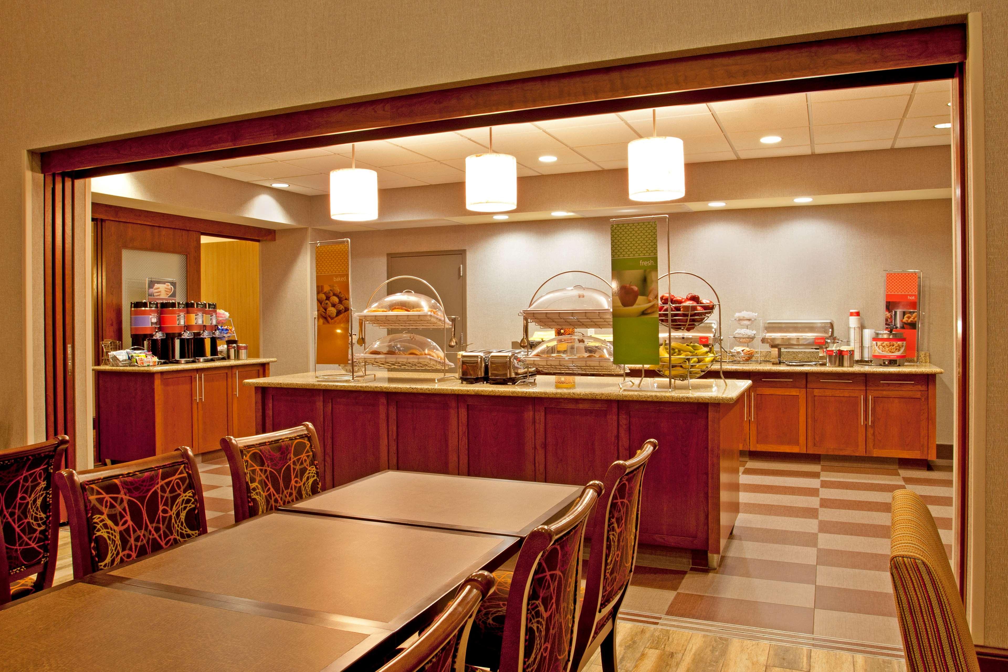 Hampton Inn Suites Minneapolis St Paul Arpt-Mall of America image 5