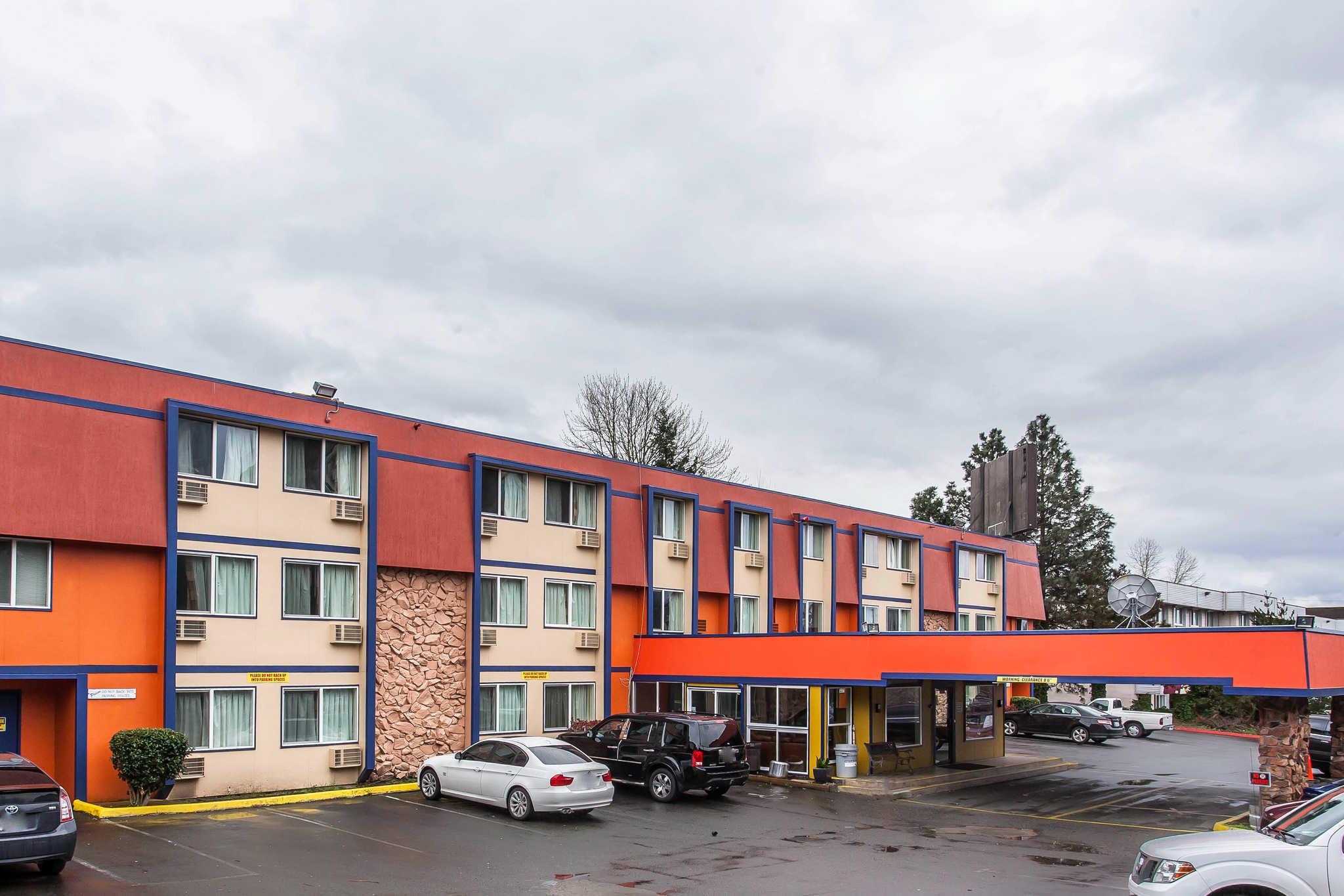 Rodeway Inn image 3