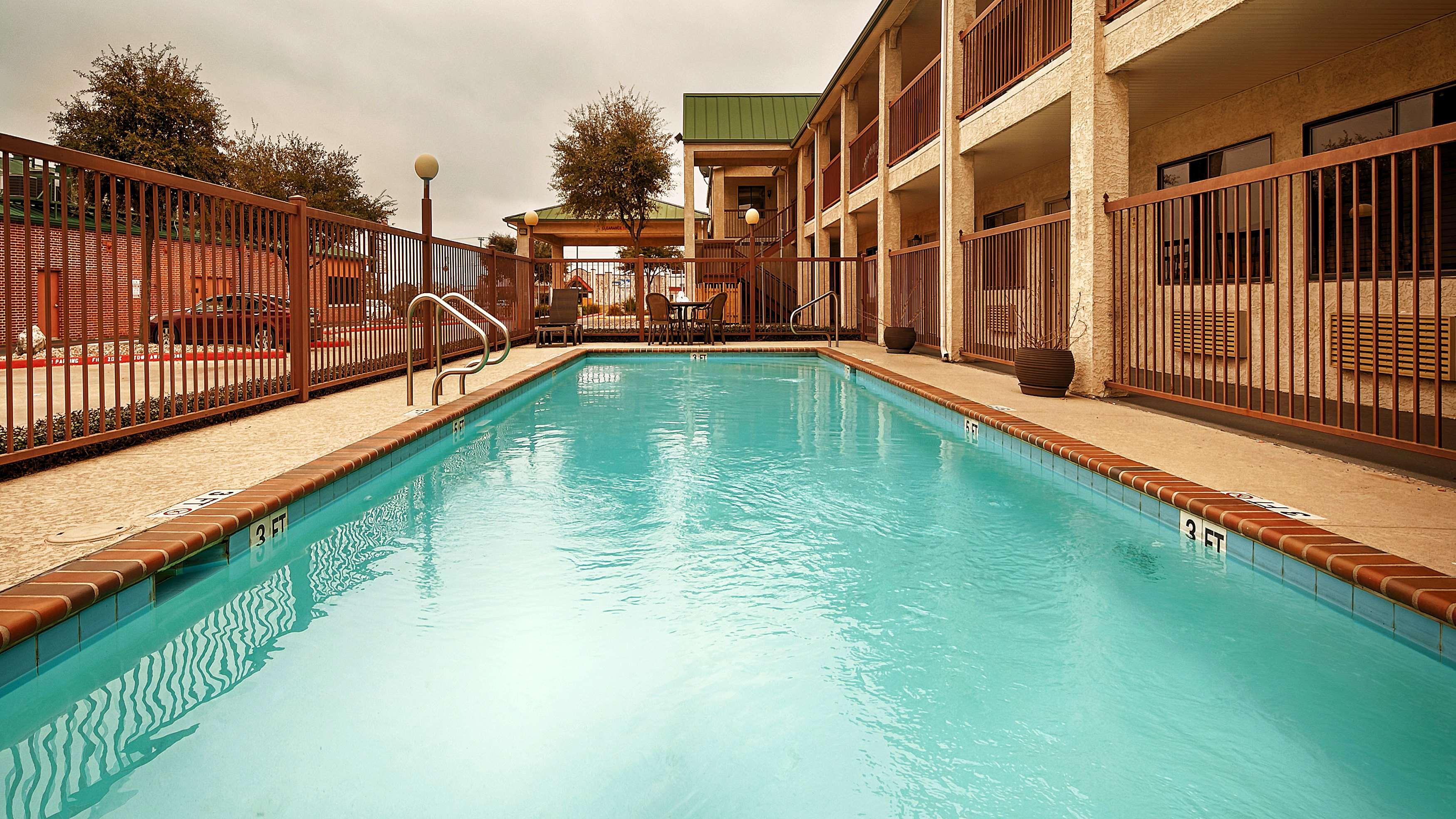 Best Western Cedar Inn image 27