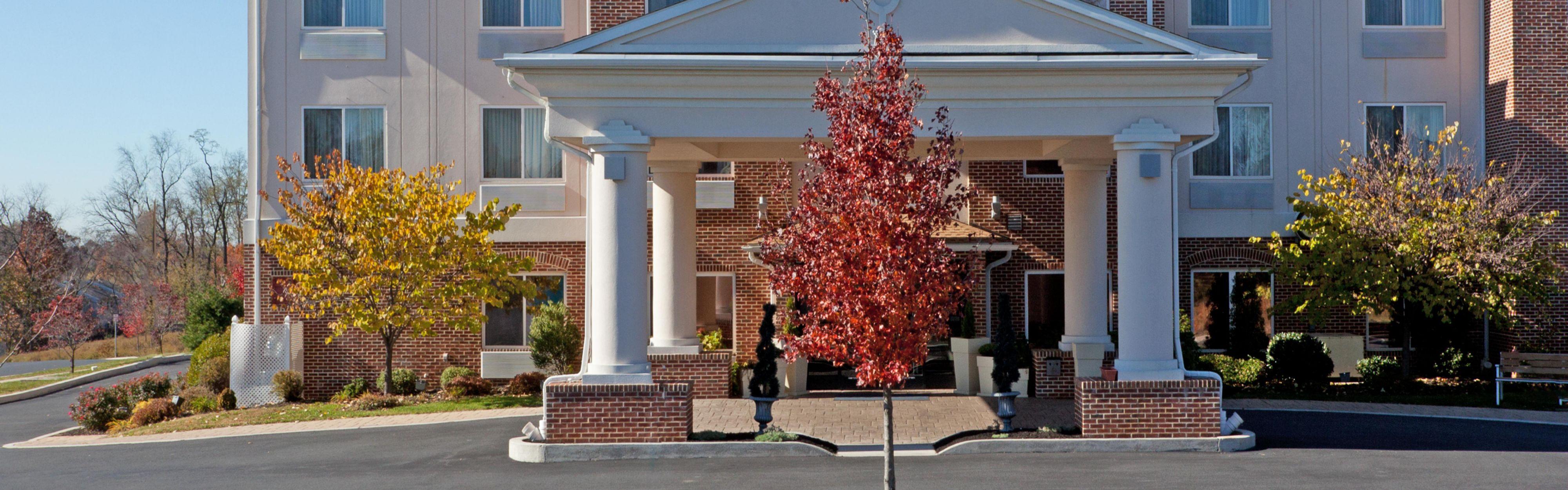 Holiday Inn Express & Suites Lancaster-Lititz image 0