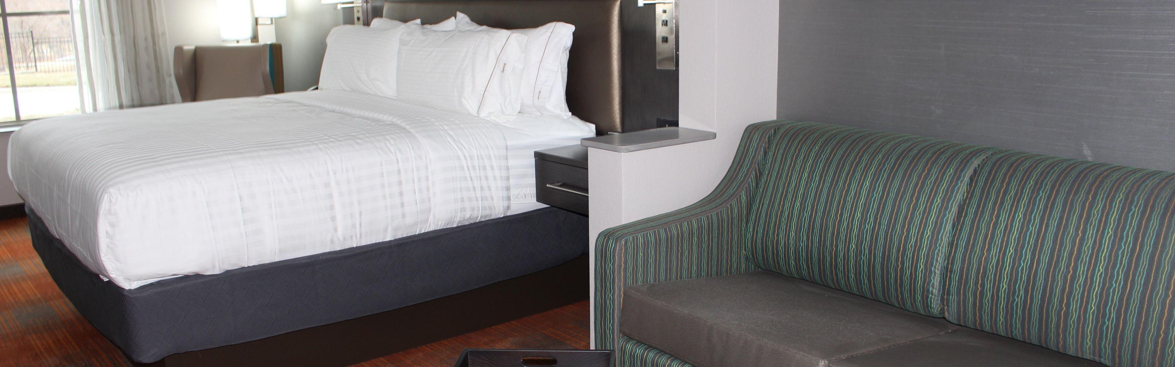 Holiday Inn Express & Suites Shawnee-Kansas City West image 1