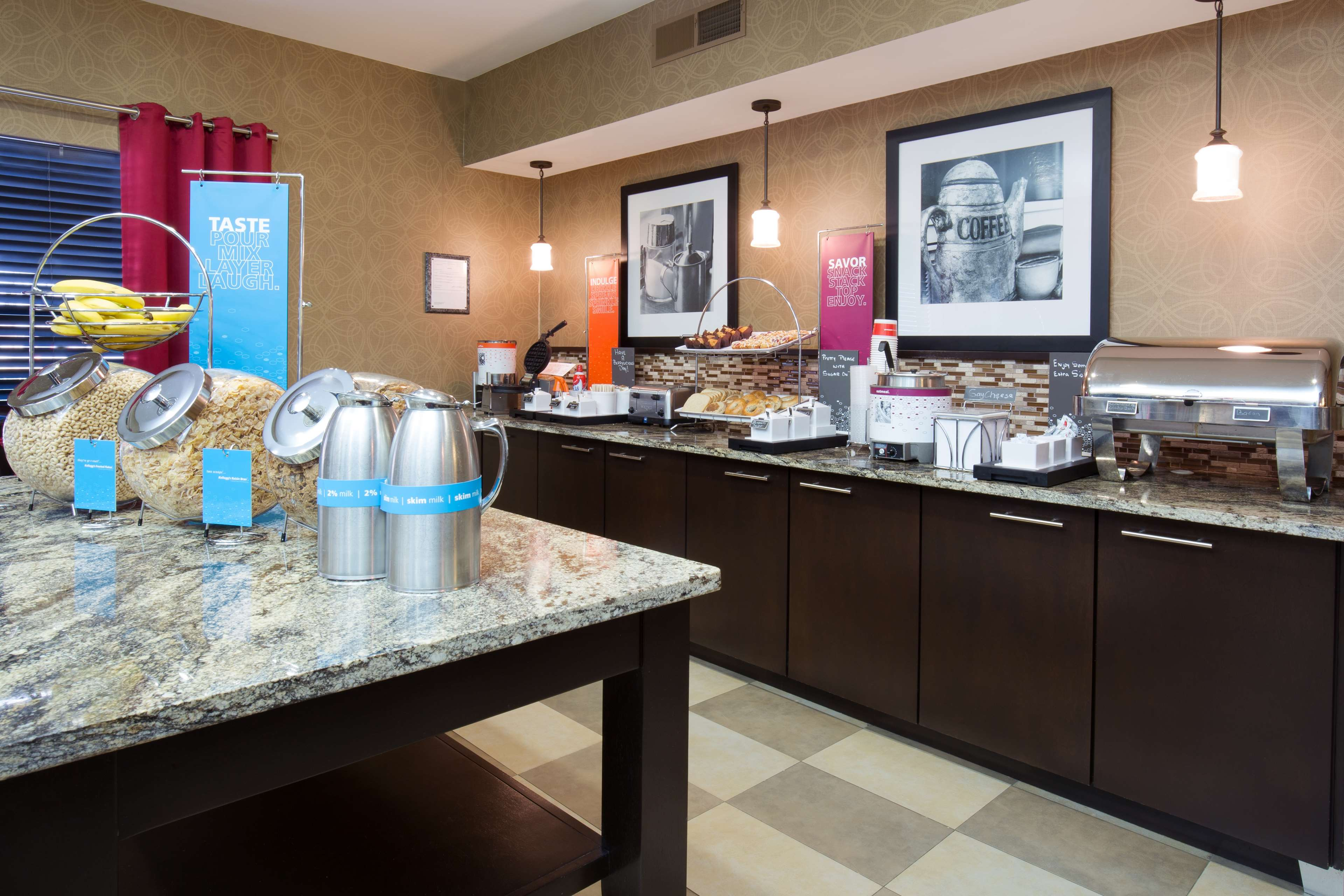 Hampton Inn & Suites Ft. Wayne-North image 7