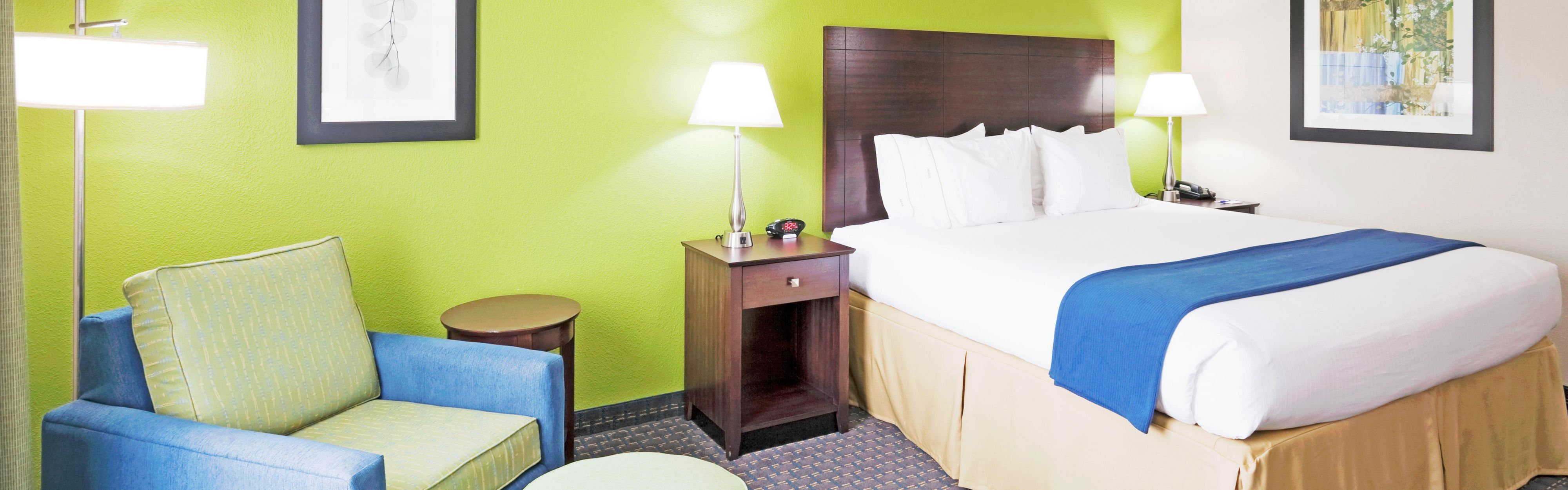 Holiday Inn Express & Suites Knoxville-Farragut image 1