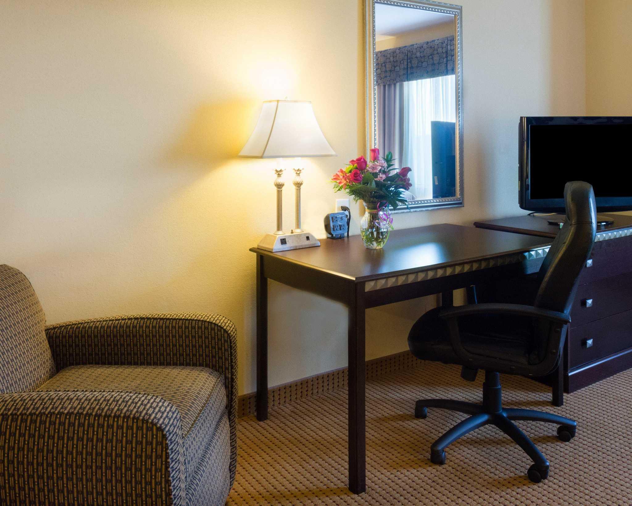 Comfort Suites Fredericksburg North image 31