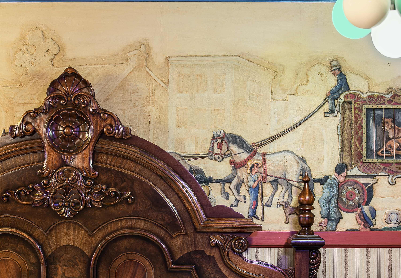 The Historic Davenport, Autograph Collection image 13
