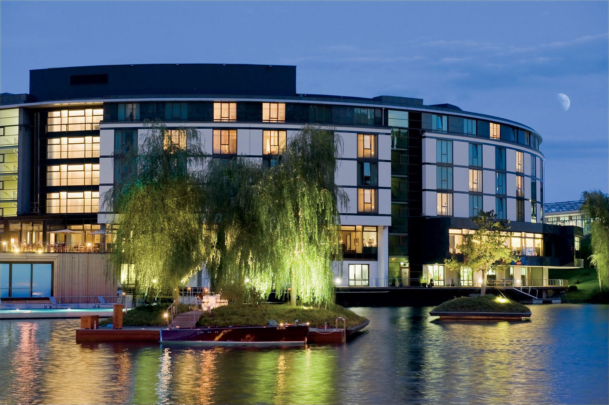the ritz carlton wolfsburg hotels hotels restaurants. Black Bedroom Furniture Sets. Home Design Ideas
