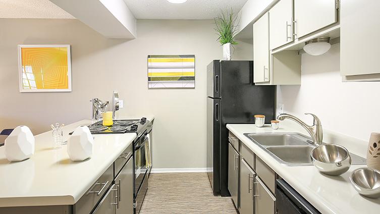 The Hub at Baton Rouge Apartment Homes image 3