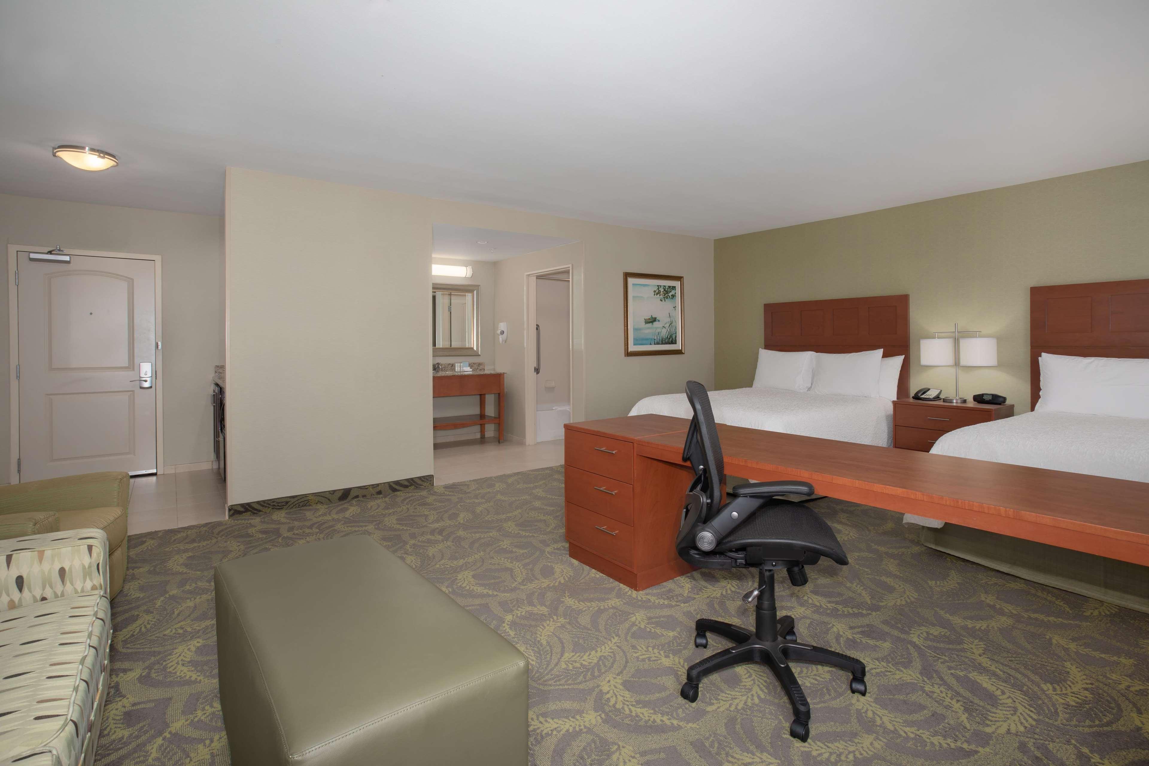 Hampton Inn & Suites Astoria image 26