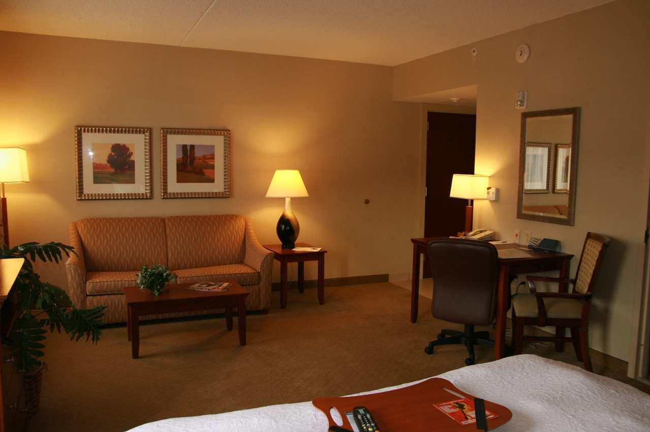 Hampton Inn & Suites Albany-Airport image 19