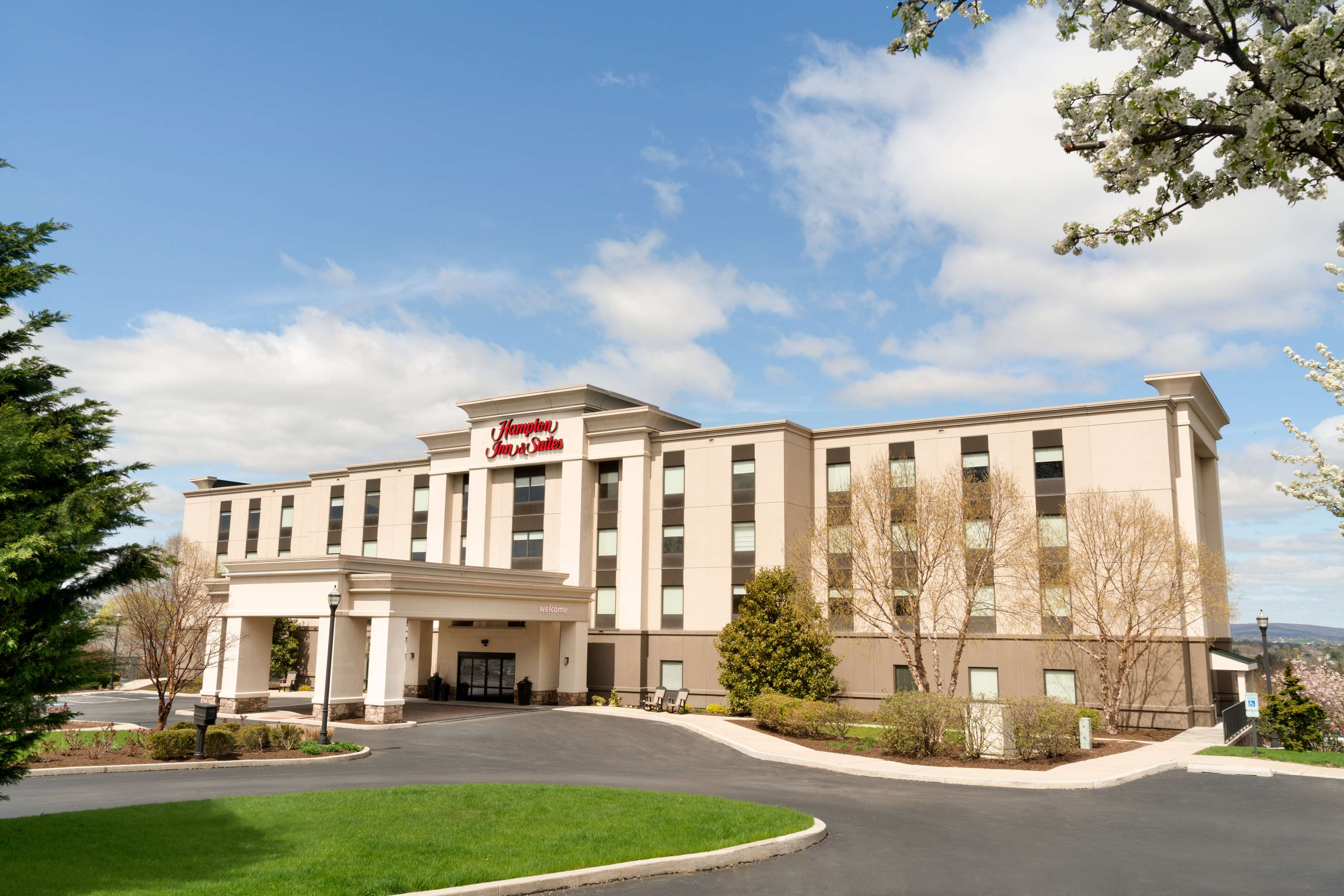 Hampton Inn & Suites Ephrata - Mountain Springs image 0