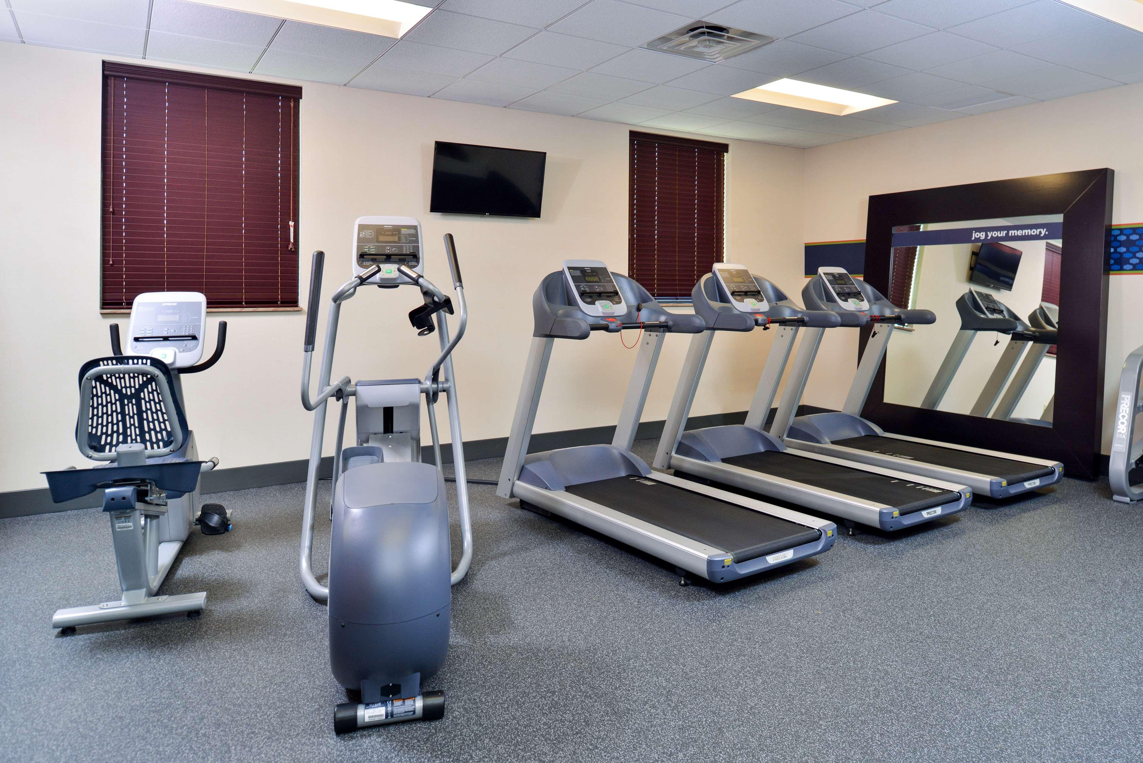 Hampton Inn & Suites California University-Pittsburgh image 11