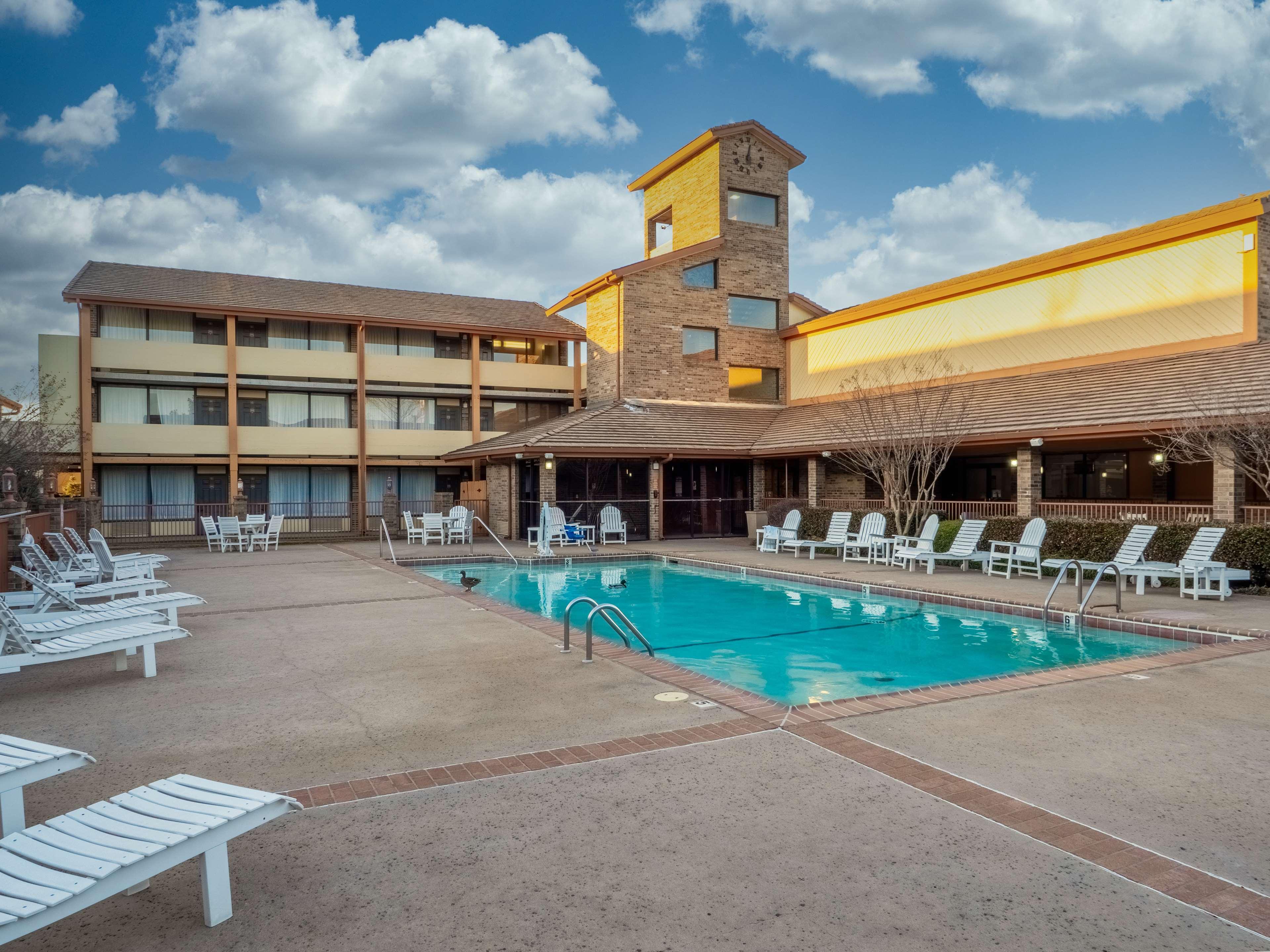 Best Western Plus Saddleback Inn & Conference Center