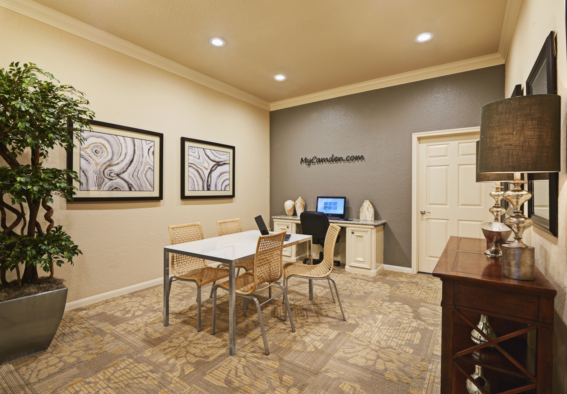 Camden Holly Springs Apartments image 15