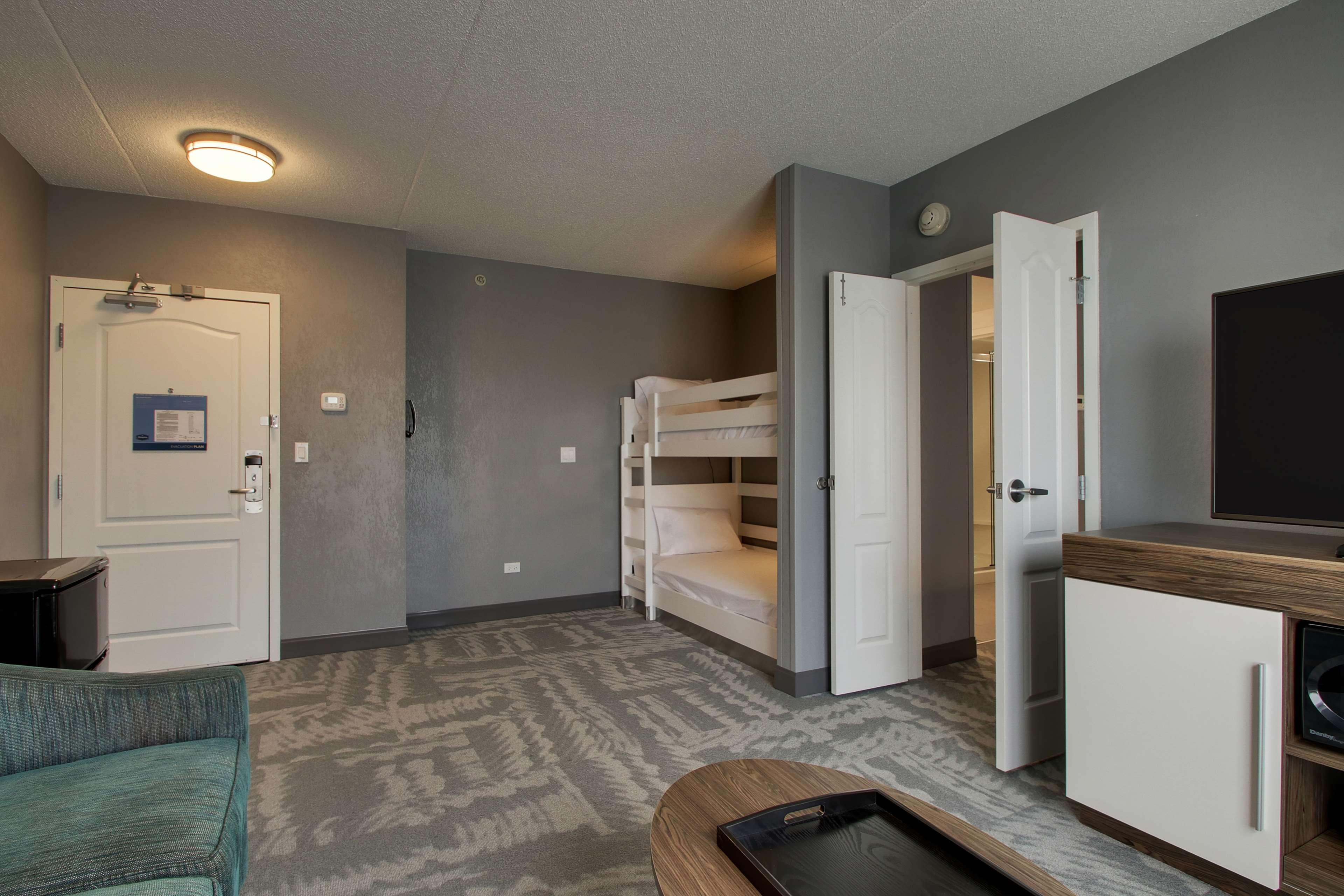 Hampton Inn & Suites Chicago/Aurora image 25