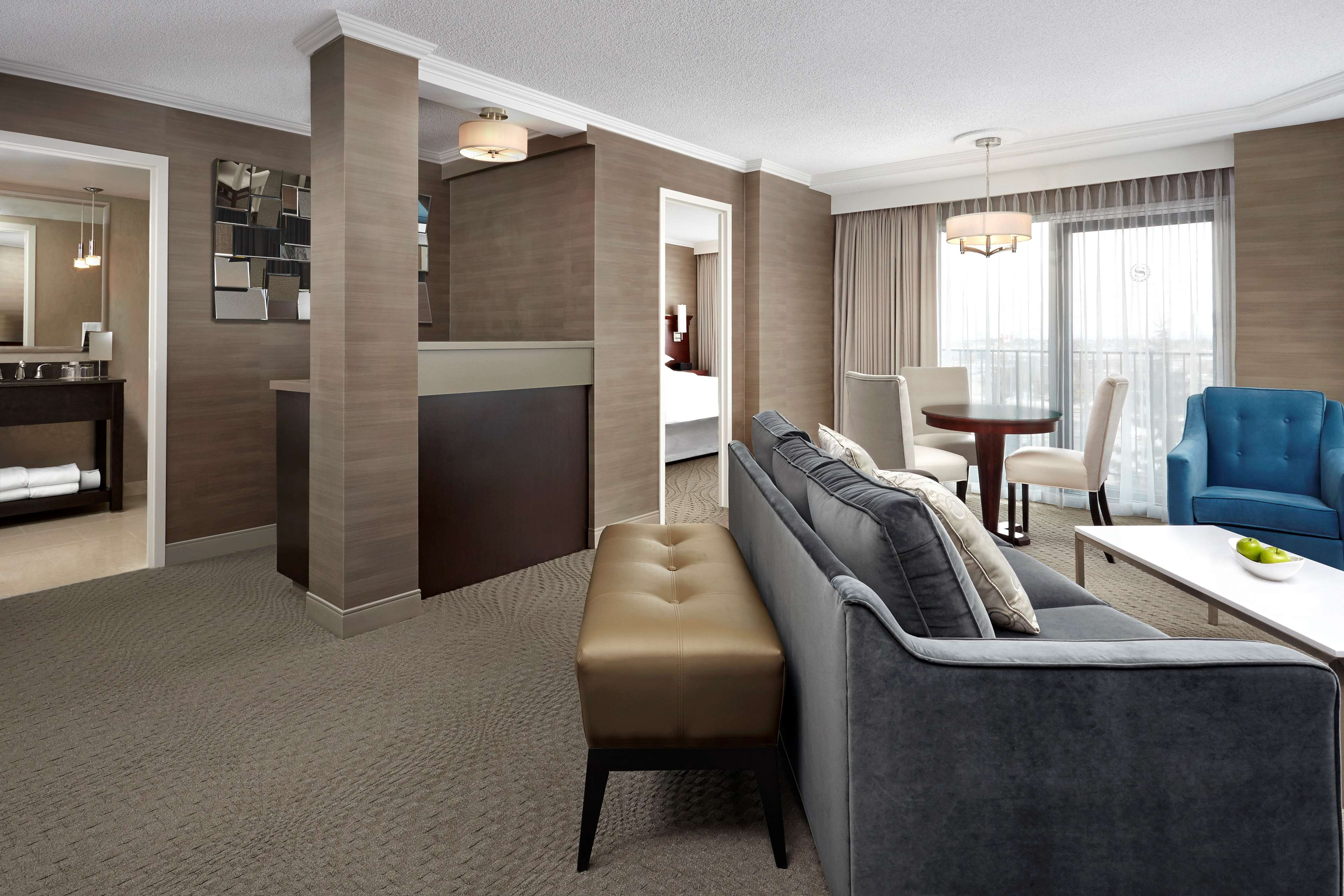 Sheraton Cavalier Calgary Hotel in Calgary: King Suite