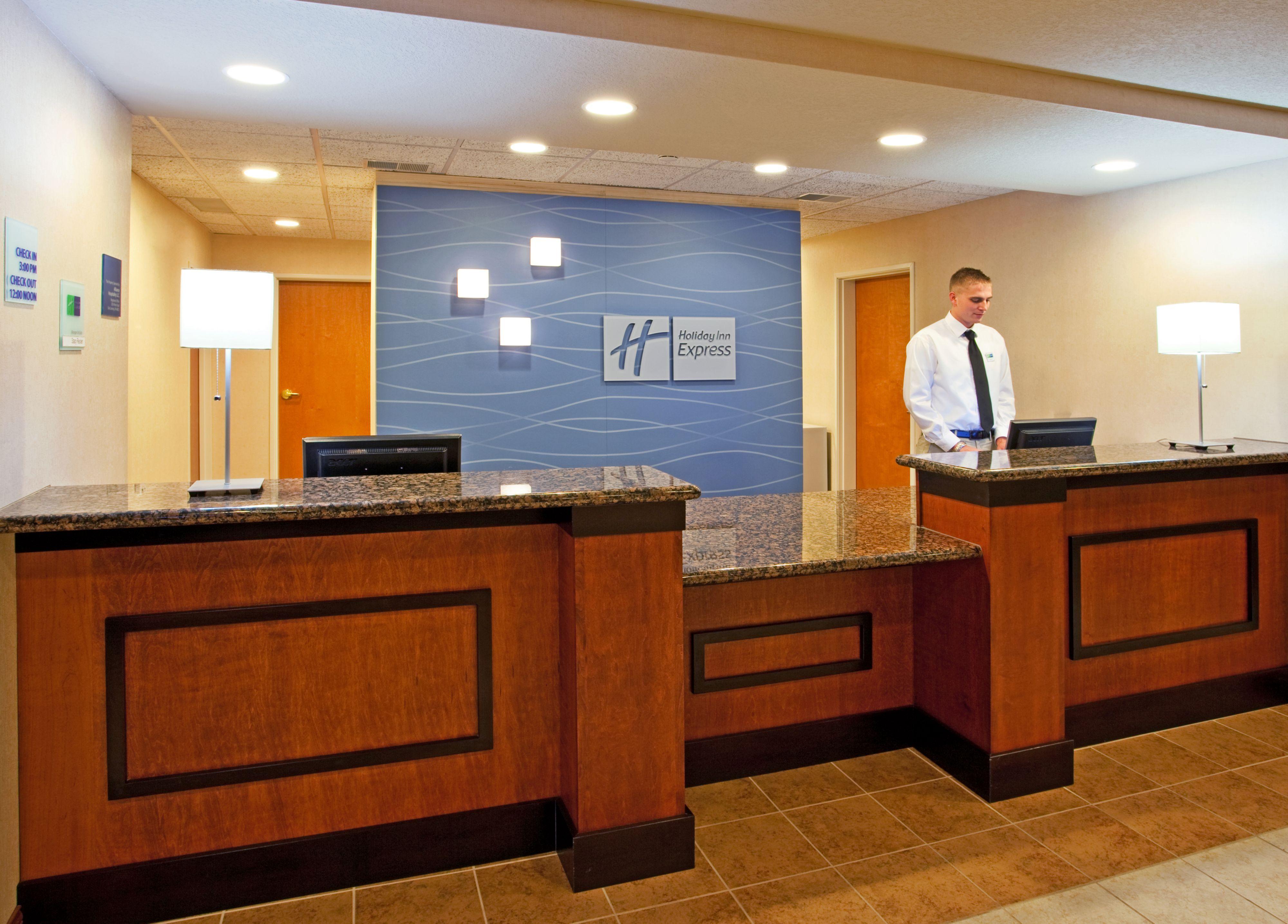 Holiday Inn Express & Suites East Lansing image 8