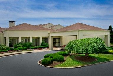Courtyard by Marriott Pittsburgh Airport image 0