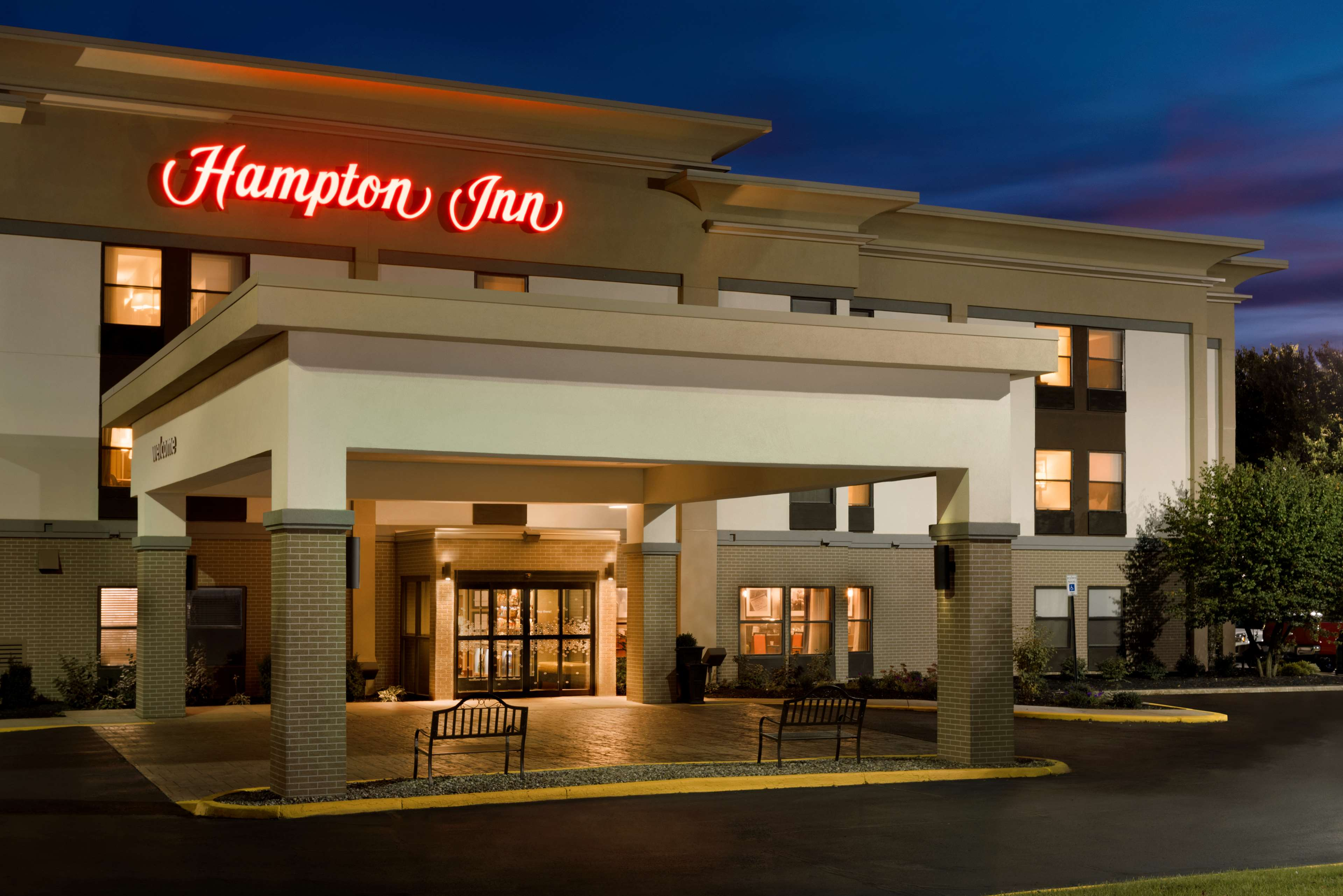 Hampton Inn Battle Creek image 0