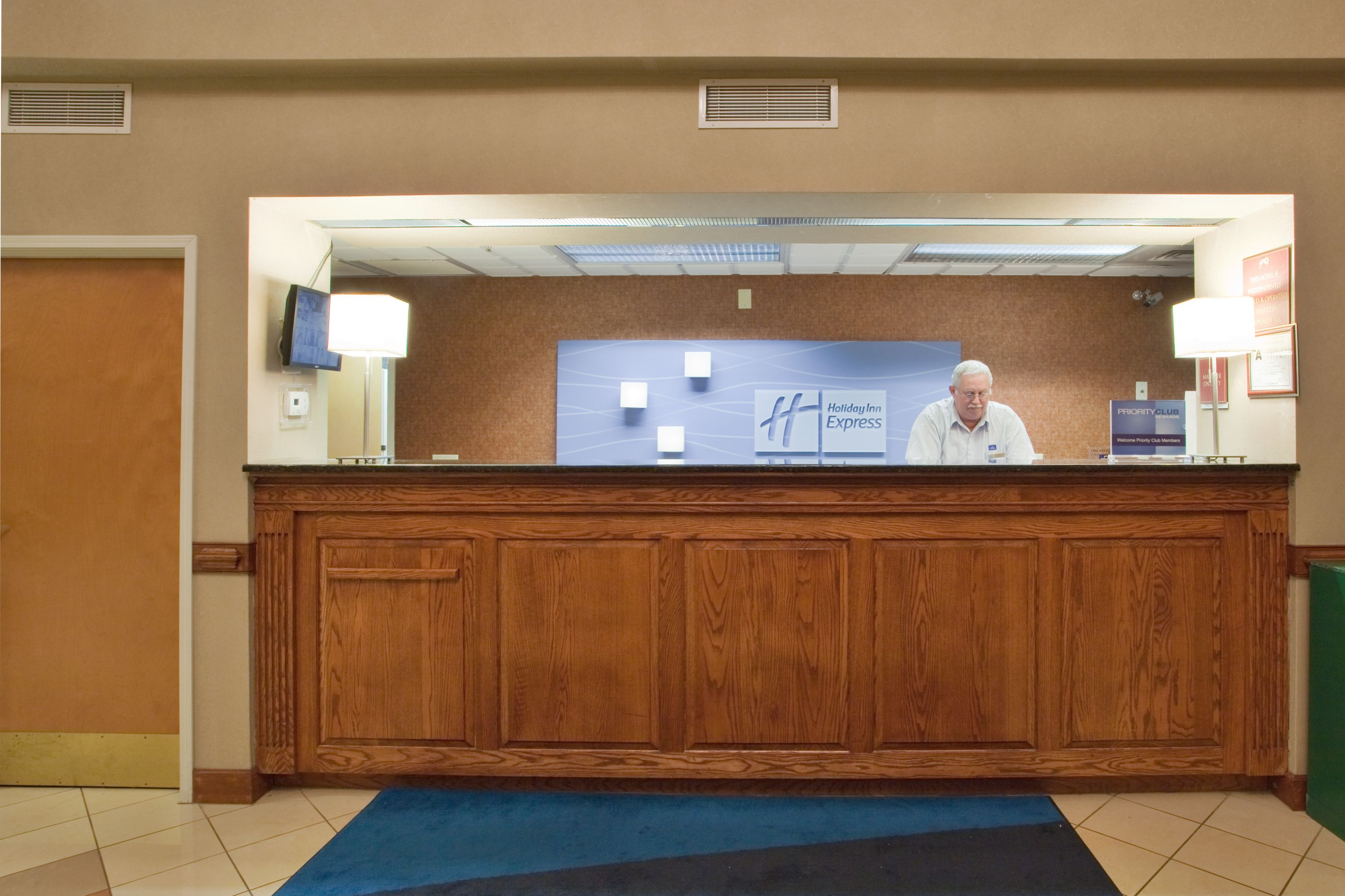 Holiday Inn Express & Suites Laurinburg image 5