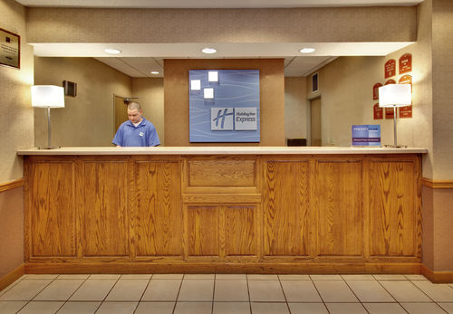 Holiday Inn Express & Suites Clinton image 3