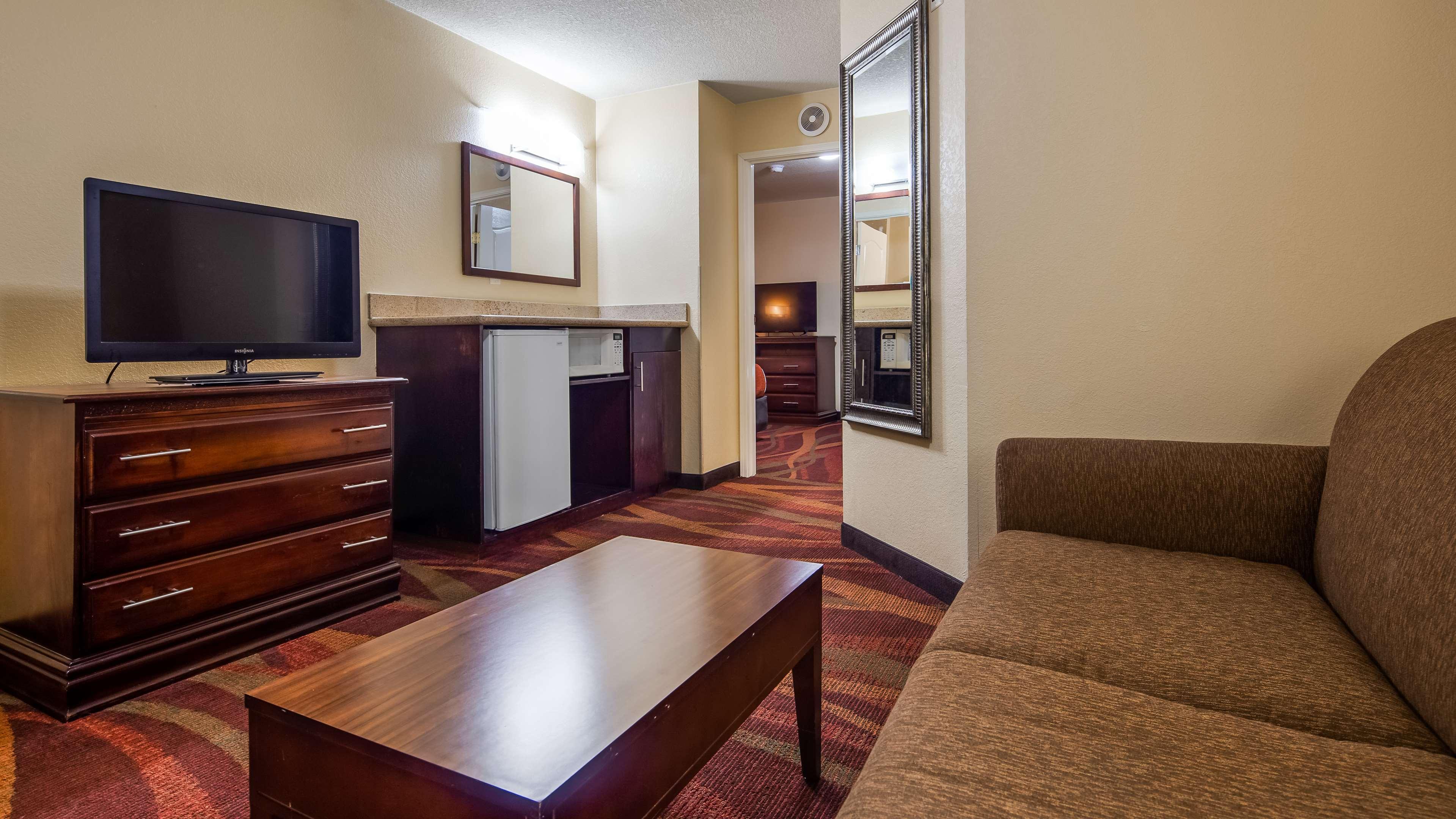 Best Western Plus Fort Wayne Inn & Suites North image 3
