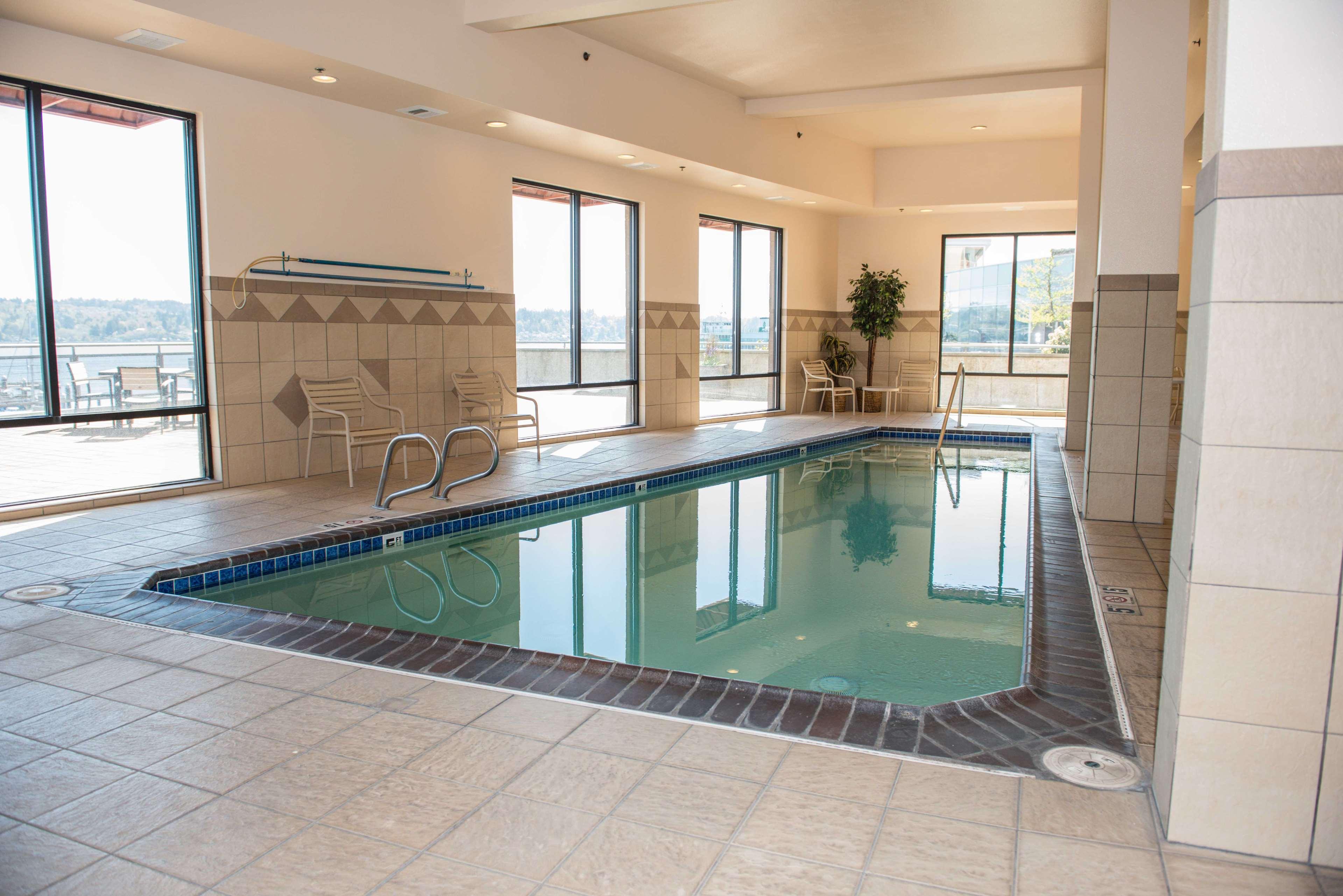 Hampton Inn & Suites Bremerton image 11