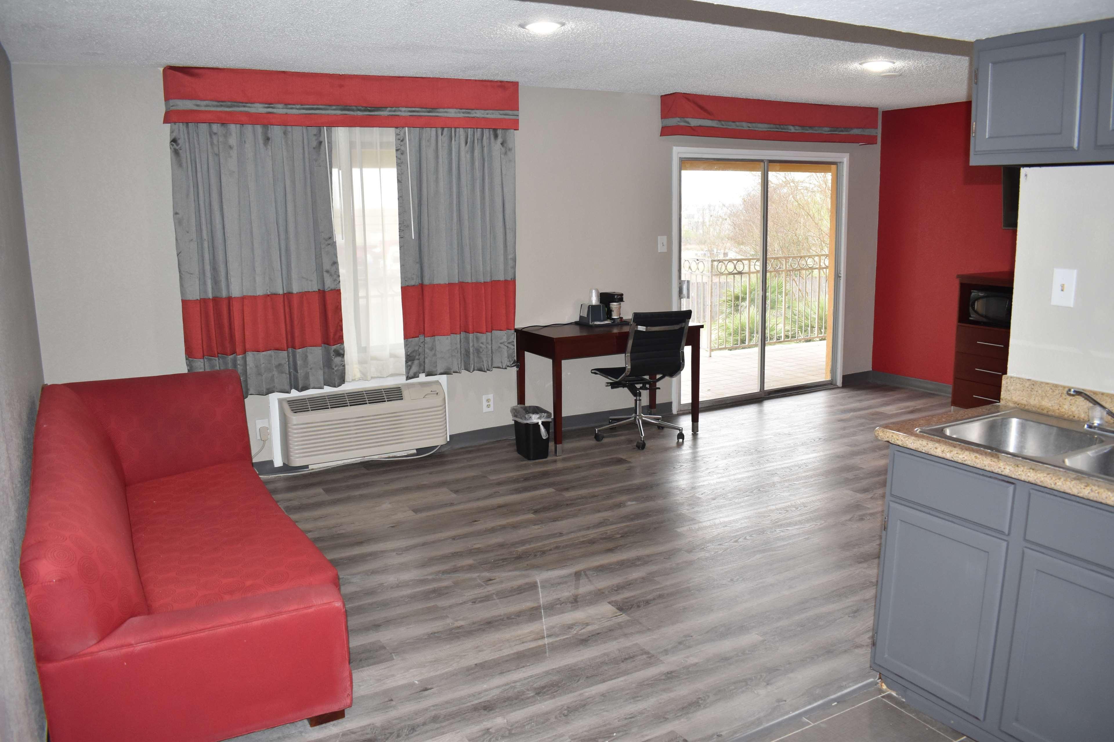 SureStay Plus Hotel by Best Western San Antonio North image 9