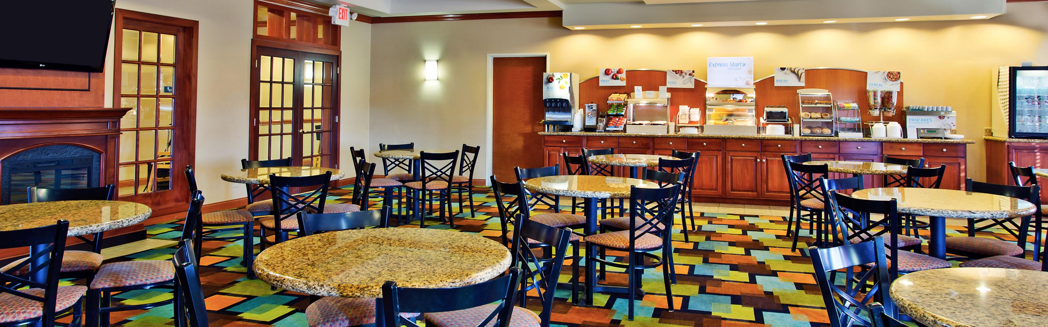 Holiday Inn Express & Suites Anderson image 3