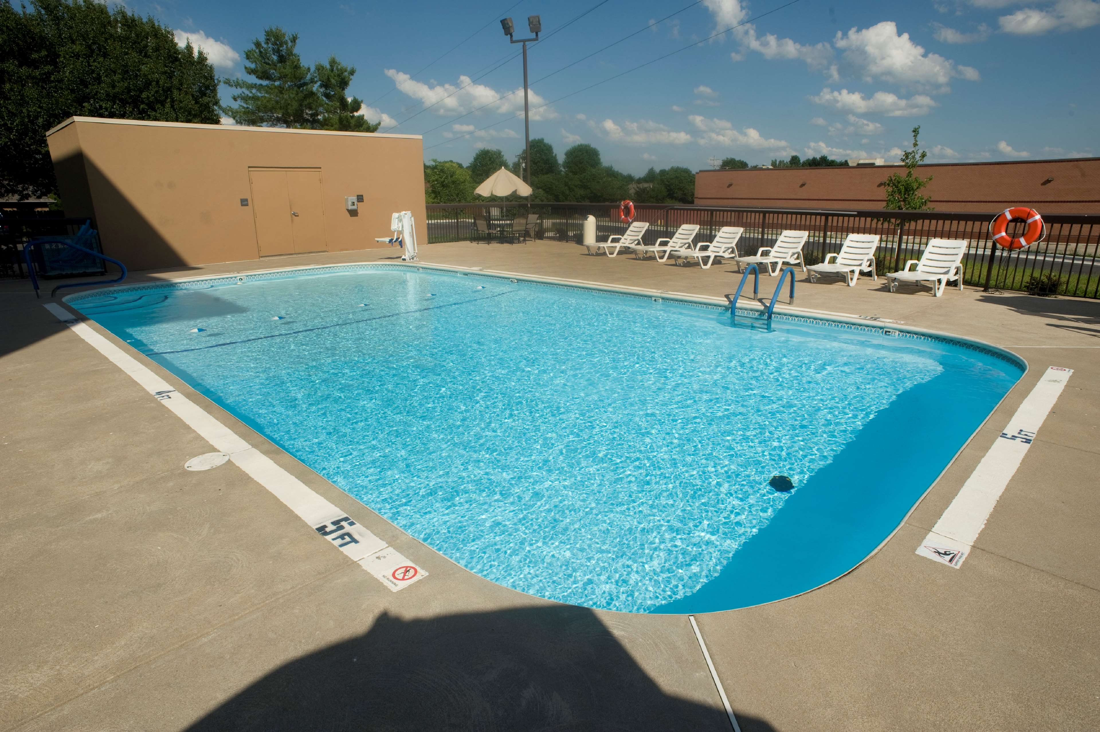 Hampton Inn Springfield-South image 5