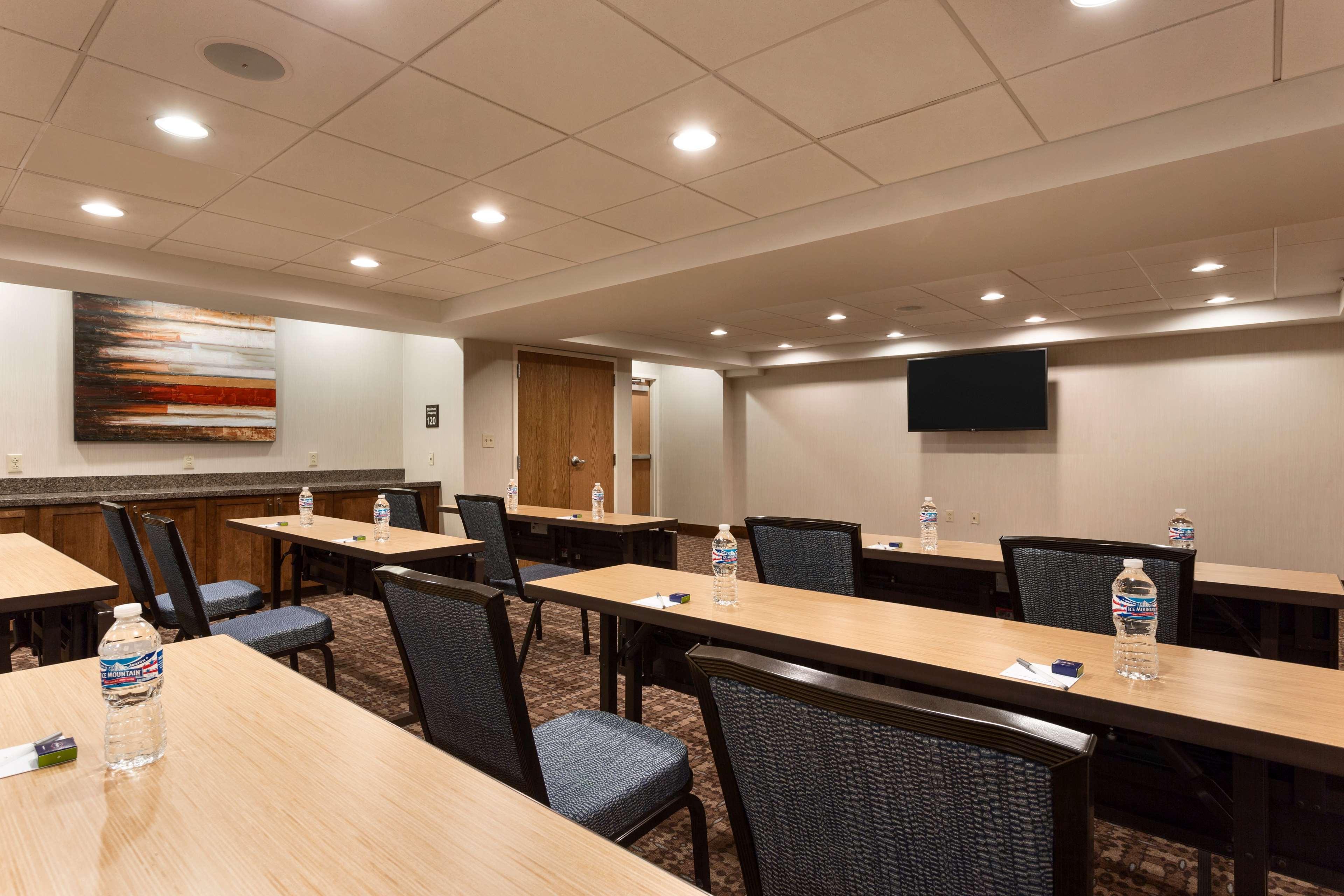 Hampton Inn and Suites Clayton/St Louis-Galleria Area image 31