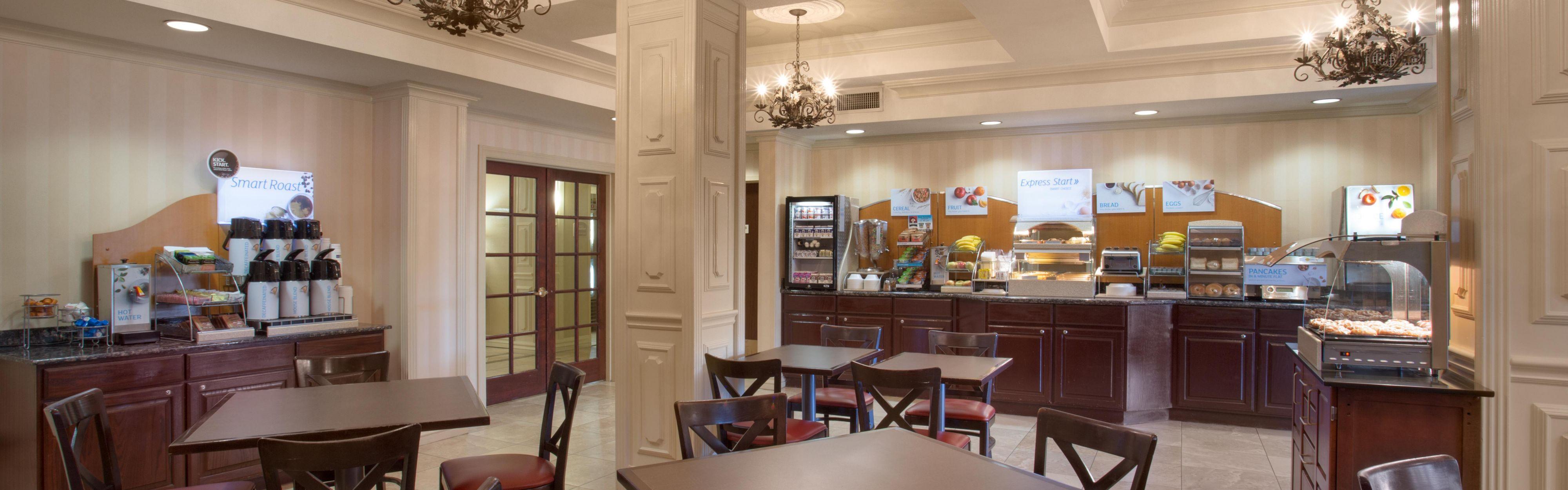 Holiday Inn Express & Suites Phoenix Downtown - Ballpark image 3