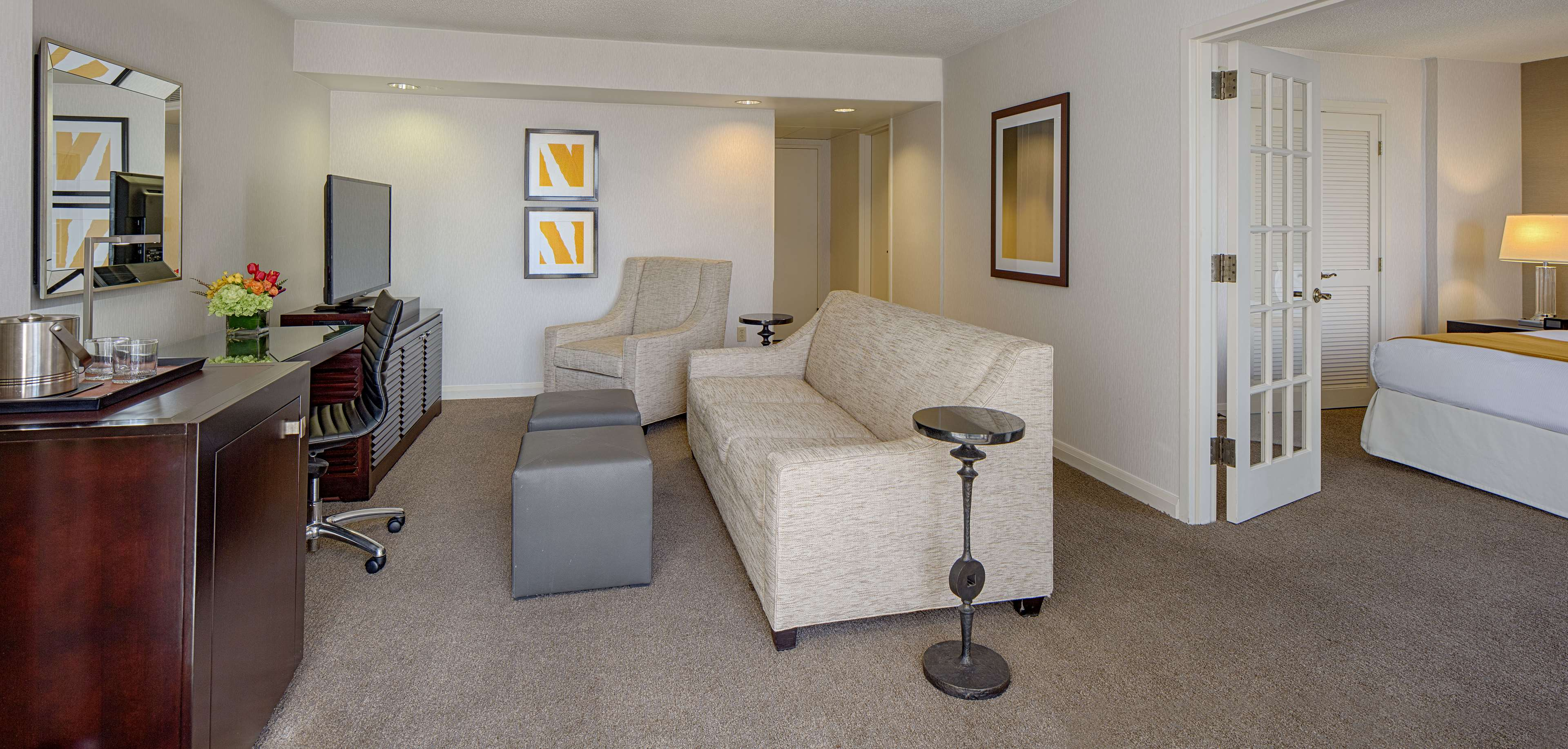 DoubleTree by Hilton Hotel Houston - Greenway Plaza image 30