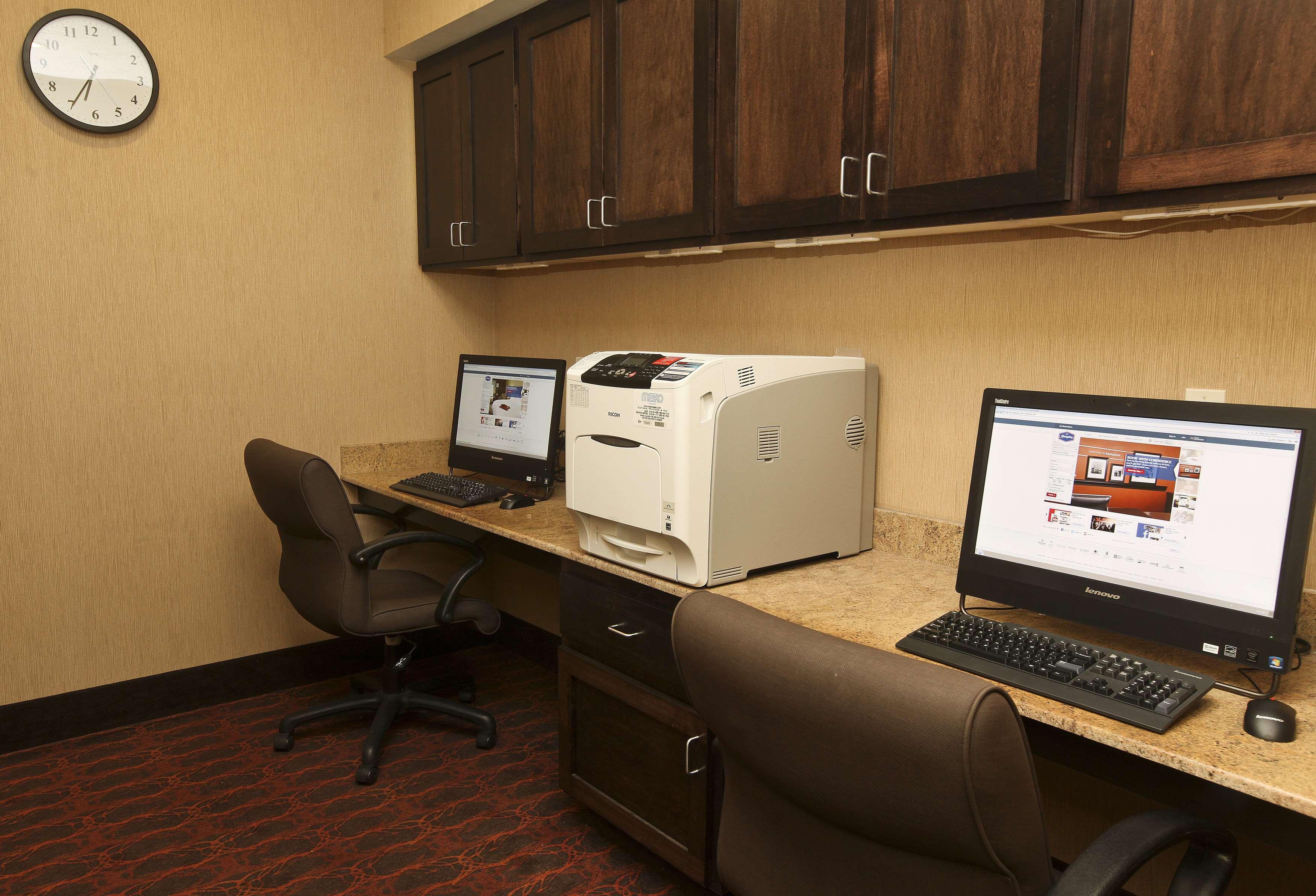 Hampton Inn & Suites Fargo image 27