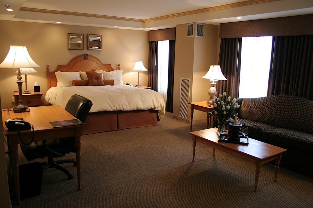 Ambassador Hotel Milwaukee image 5